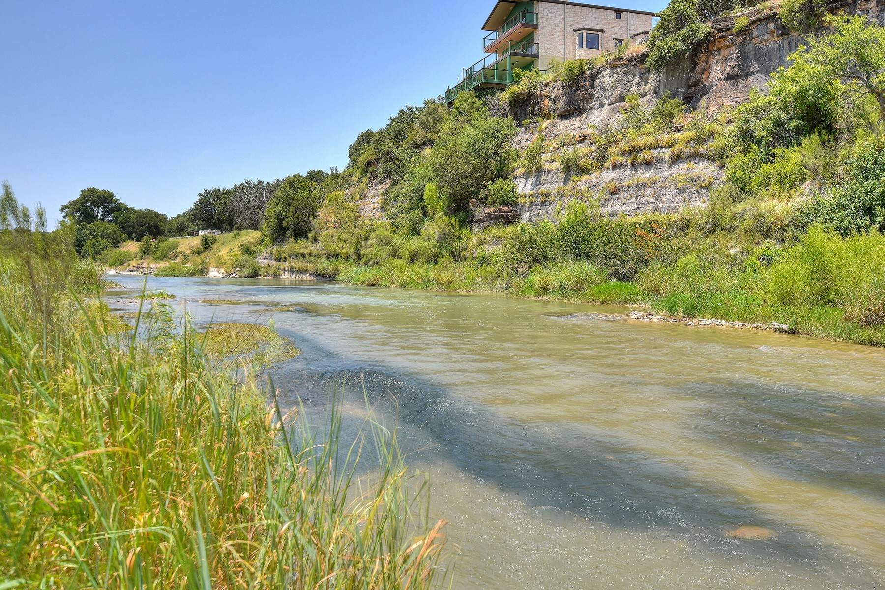Additional photo for property listing at Breathtaking Cliff House 4589 Dos Rios Trl Mason, Texas 78756 Estados Unidos