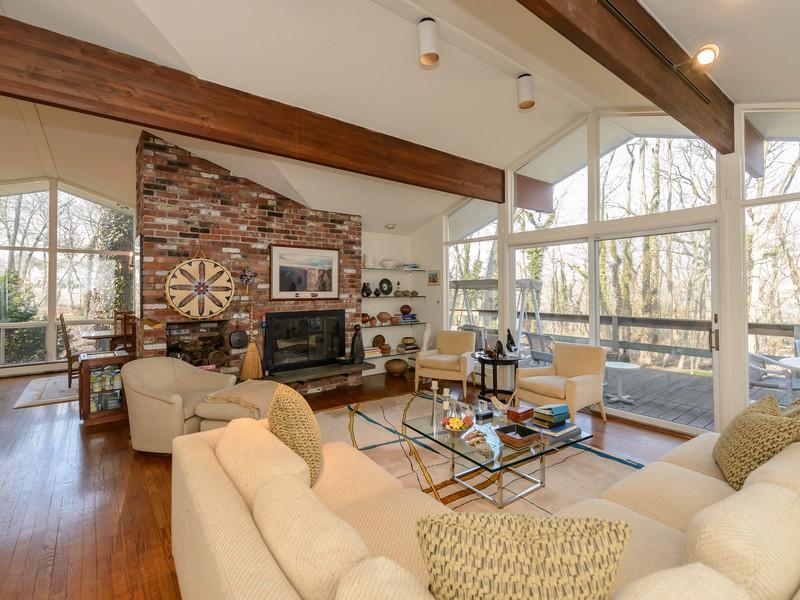 Casa para uma família para Venda às Contemporary 15 Egil Ct Roslyn Harbor, Nova York 11576 Estados Unidos