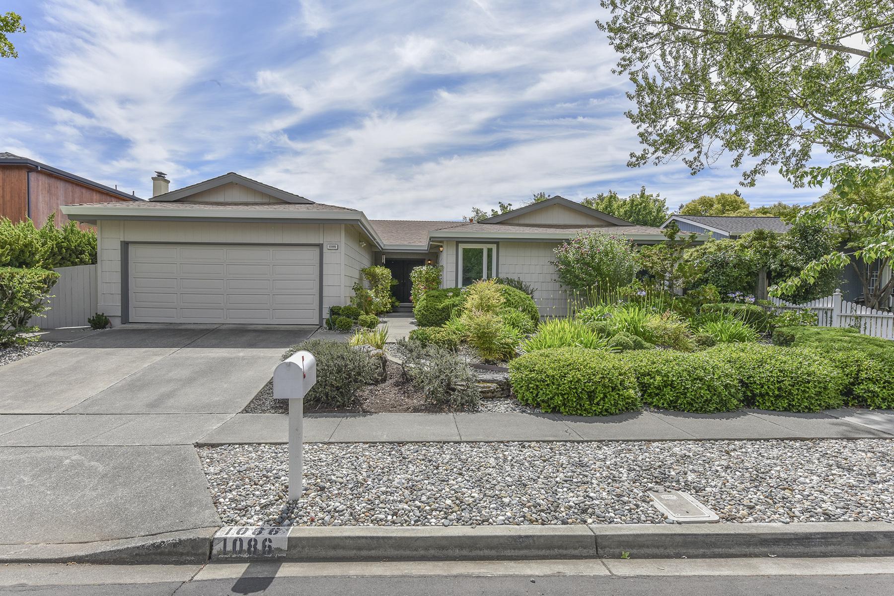 Частный односемейный дом для того Продажа на 1086 Westview Dr, Napa, CA 94558 1086 Westview Dr Napa, Калифорния, 94558 Соединенные Штаты