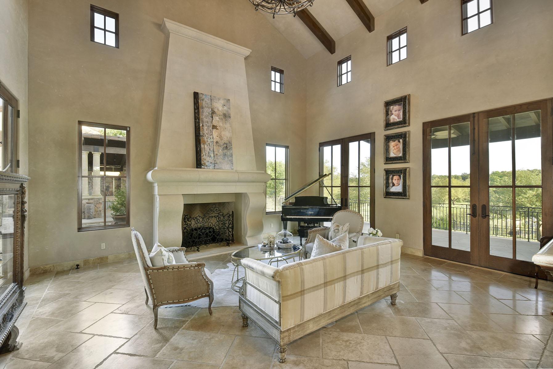 Additional photo for property listing at Old World Elegance 8533 Calera Dr Austin, Texas 78735 Estados Unidos