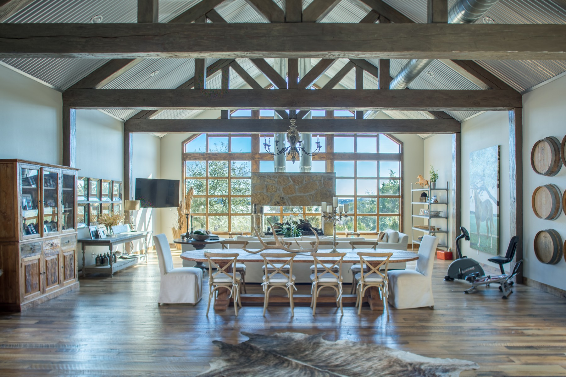 Casa Unifamiliar por un Venta en Modern Farmhouse 19604 Flying J Blvd Spicewood, Texas 78669 Estados Unidos