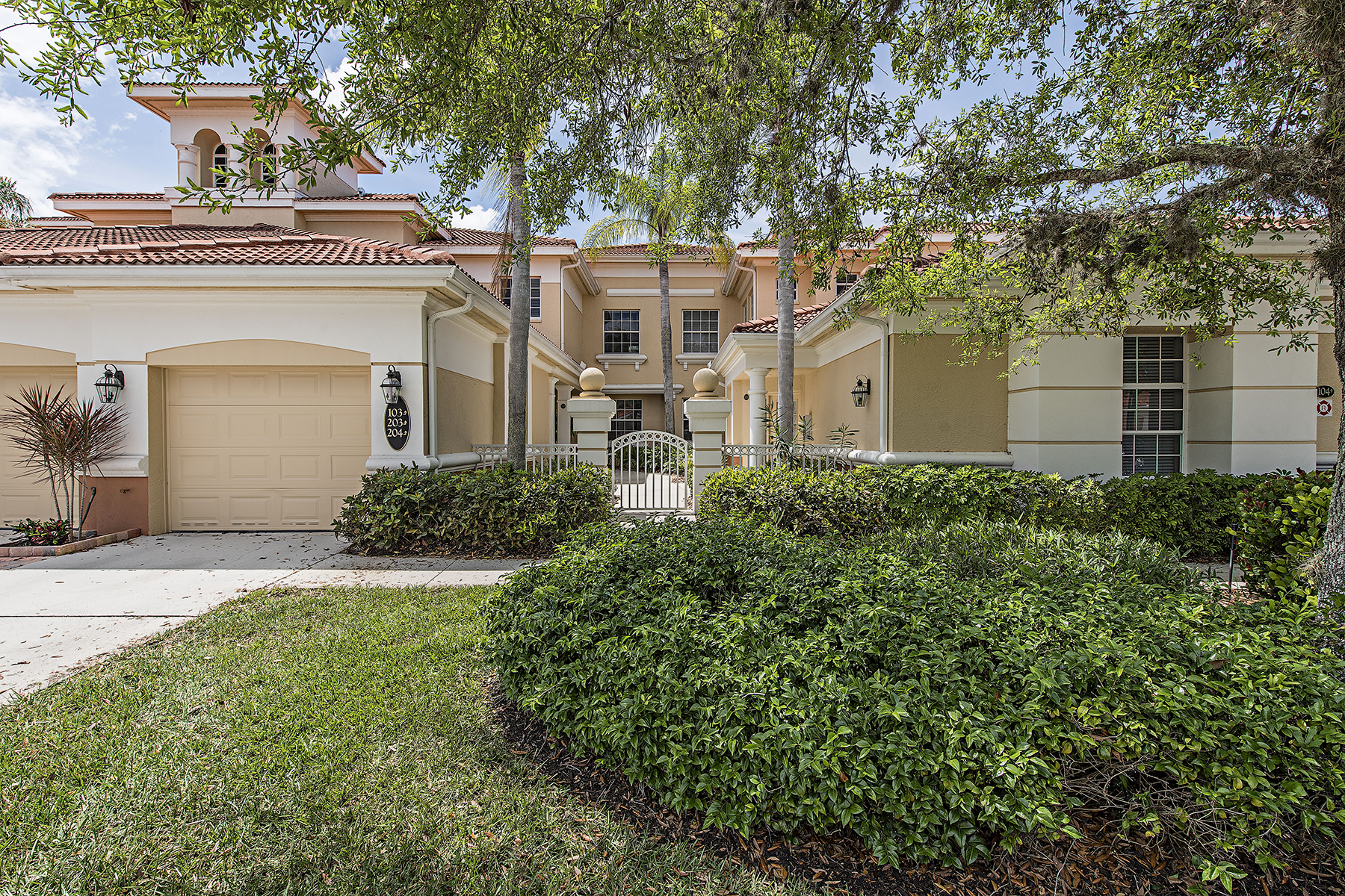 Condominio per Vendita alle ore FIDDLERS CREEK - FIDDLERS CREEK 3940 Deer Crossing Ct 204 Naples, Florida, 34114 Stati Uniti