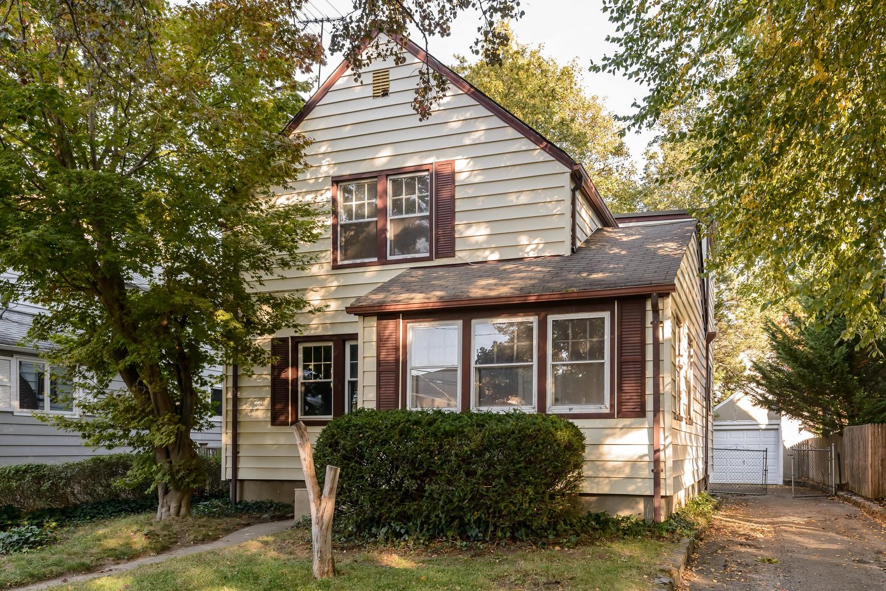 Villa per Vendita alle ore Colonial 31 Fairview Ave Port Washington, New York, 11050 Stati Uniti