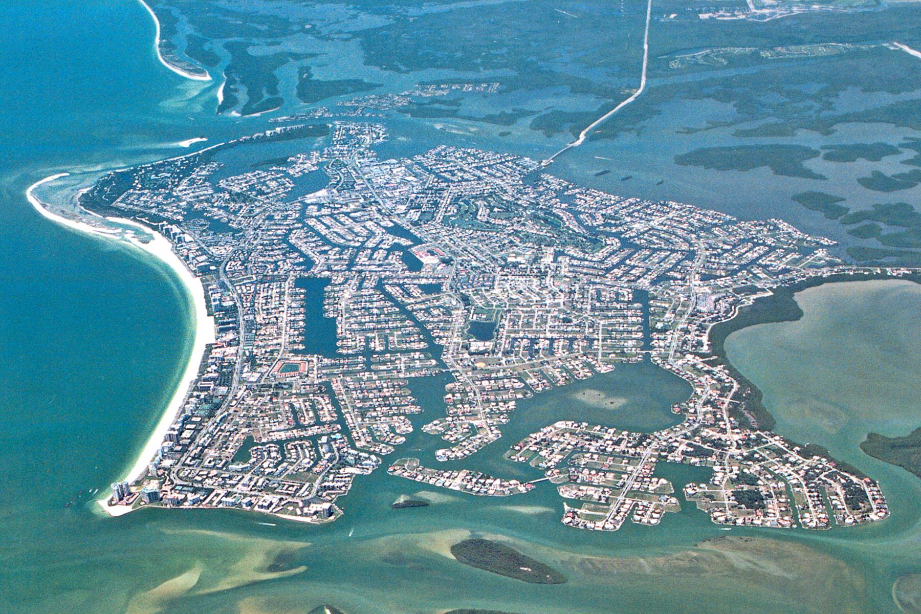 토지 용 매매 에 MARCO ISLAND - KEY MARCO 1041 Blue Hill Creek Dr Marco Island, 플로리다 34145 미국