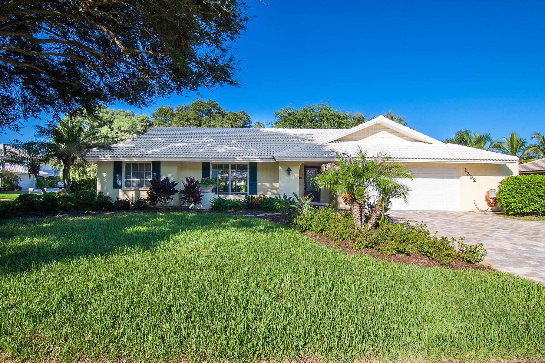 Maison unifamiliale pour l Vente à SOUTHBAY YACHT & RACQUET CLUB 1292 Southbay Dr Osprey, Florida, 34229 États-Unis
