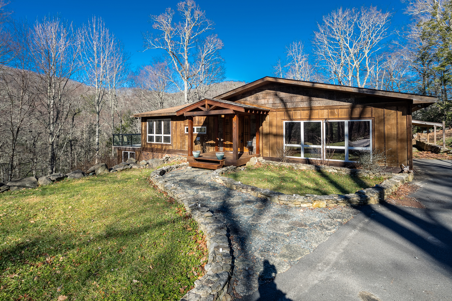 Casa Unifamiliar por un Venta en LINVILLE - TANGLEWOOD 43 Peak View Lane Linville, Carolina Del Norte, 28646 Estados Unidos