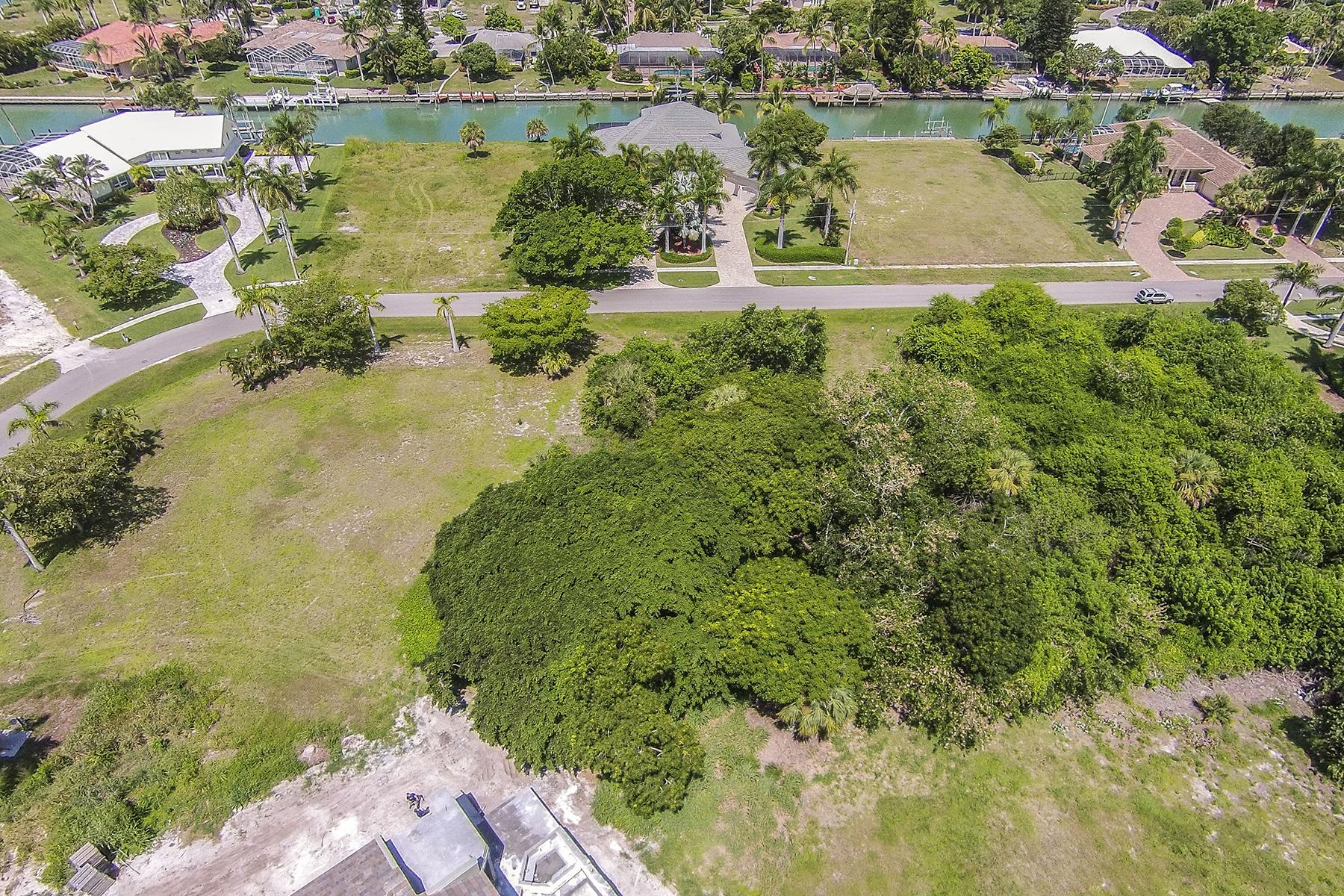 Terreno por un Venta en MARCO ISLAND - CAXAMBAS DR. 1070 Caxambas Dr Marco Island, Florida 34145 Estados Unidos