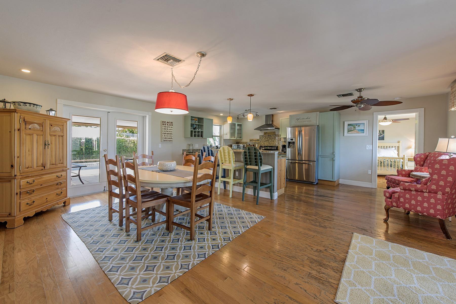 独户住宅 为 销售 在 NAPLES PARK 699 99th Ave N 那不勒斯, 佛罗里达州, 34108 美国
