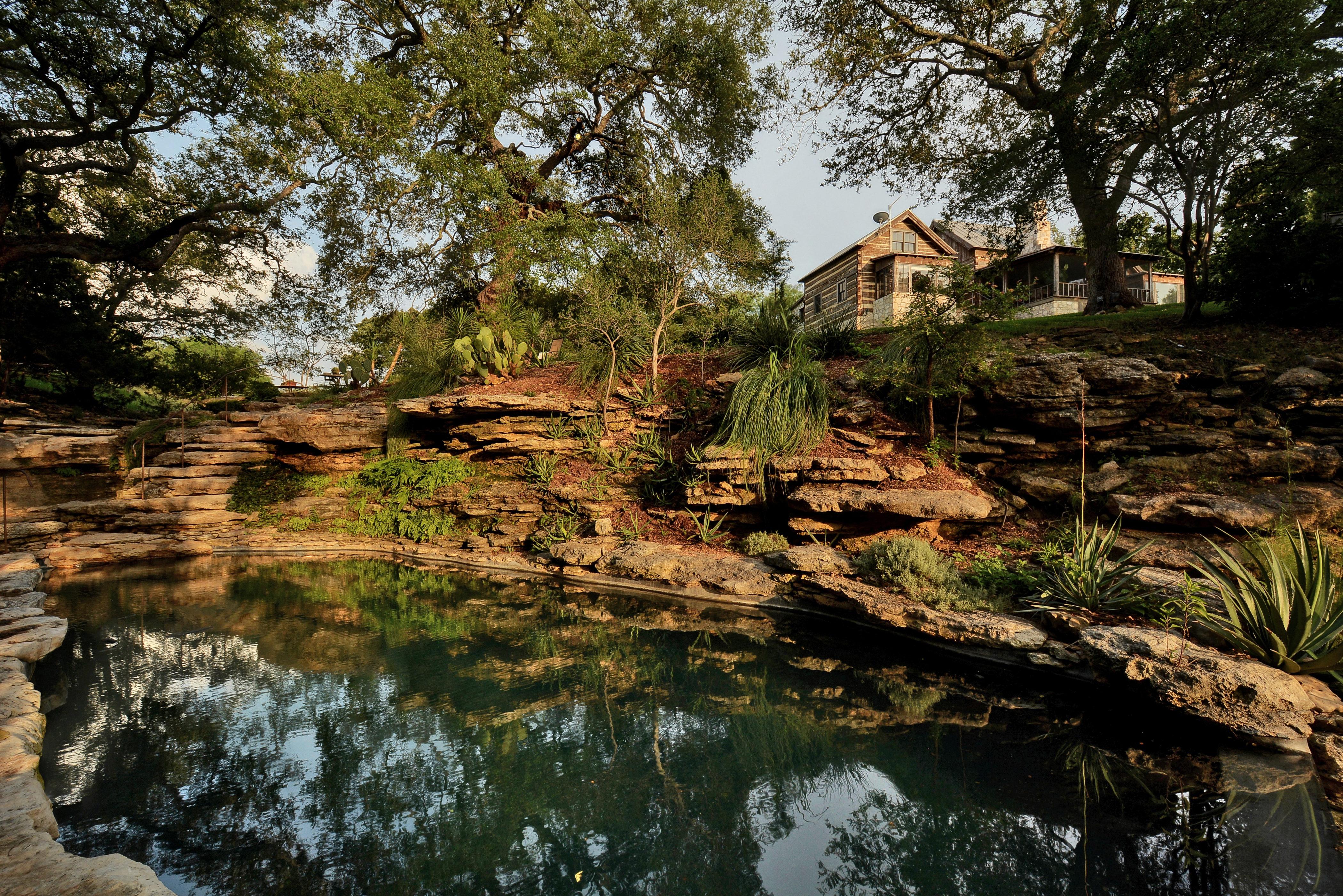 Nhà ở một gia đình vì Bán tại Peaceful Serenity 2930 Travis Lakeside Spicewood, Texas 78669 Hoa Kỳ