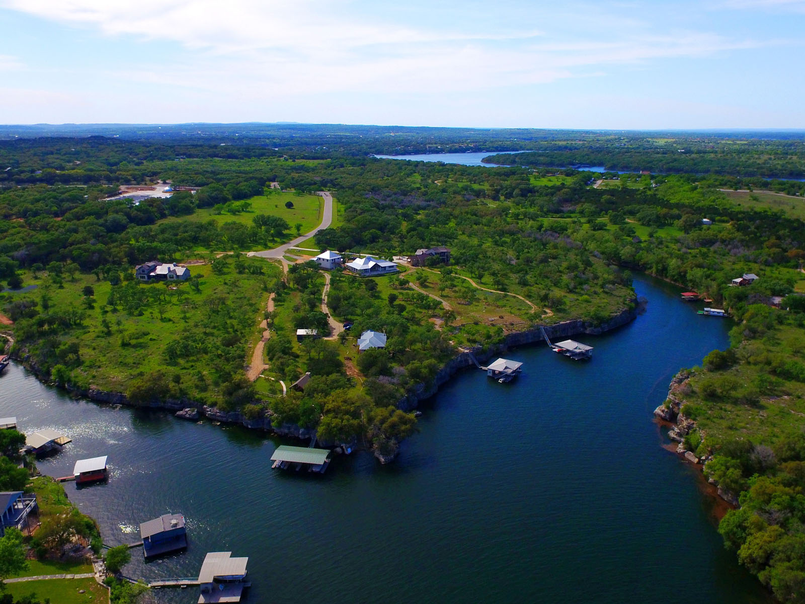 Additional photo for property listing at Beautiful Lot in a Tranquil Community 22713 Mary Nell Ln Spicewood, Texas 78669 Estados Unidos