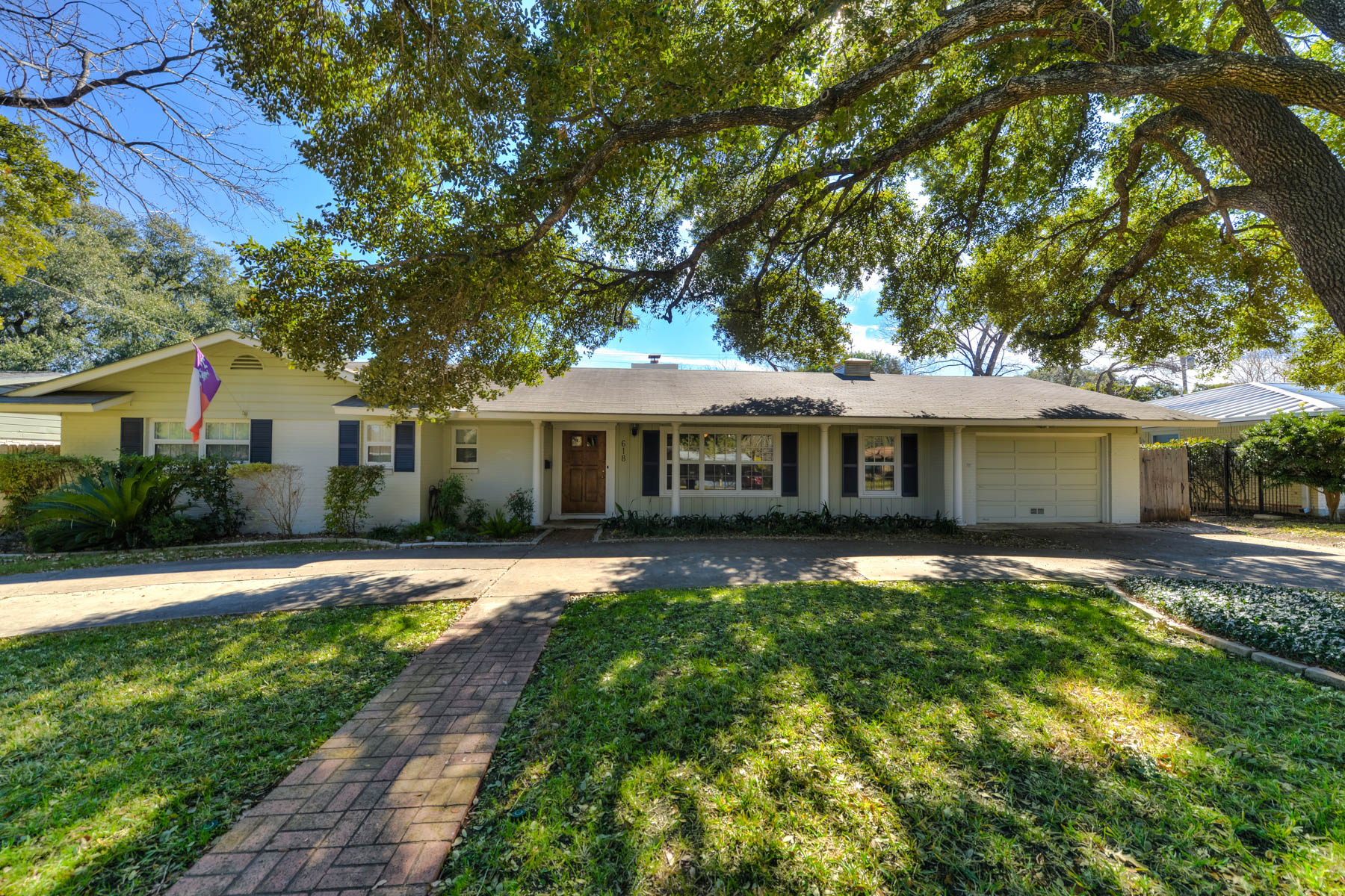Single Family Home for Sale at Ideal Family Home in Northwood 618 Rockhill Dr San Antonio, Texas 78209 United States