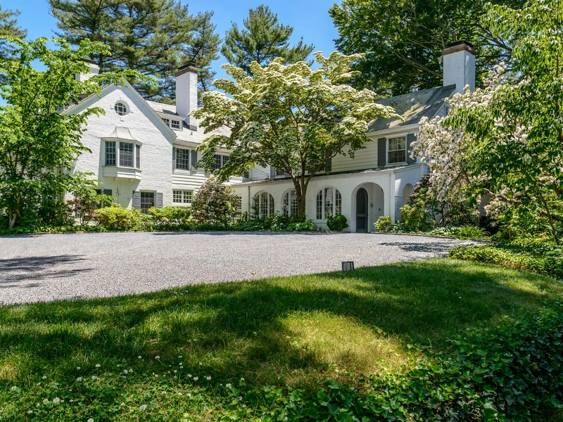 Single Family Home for Sale at Estate 355 Wheatley Rd Old Westbury, New York, 11568 United States