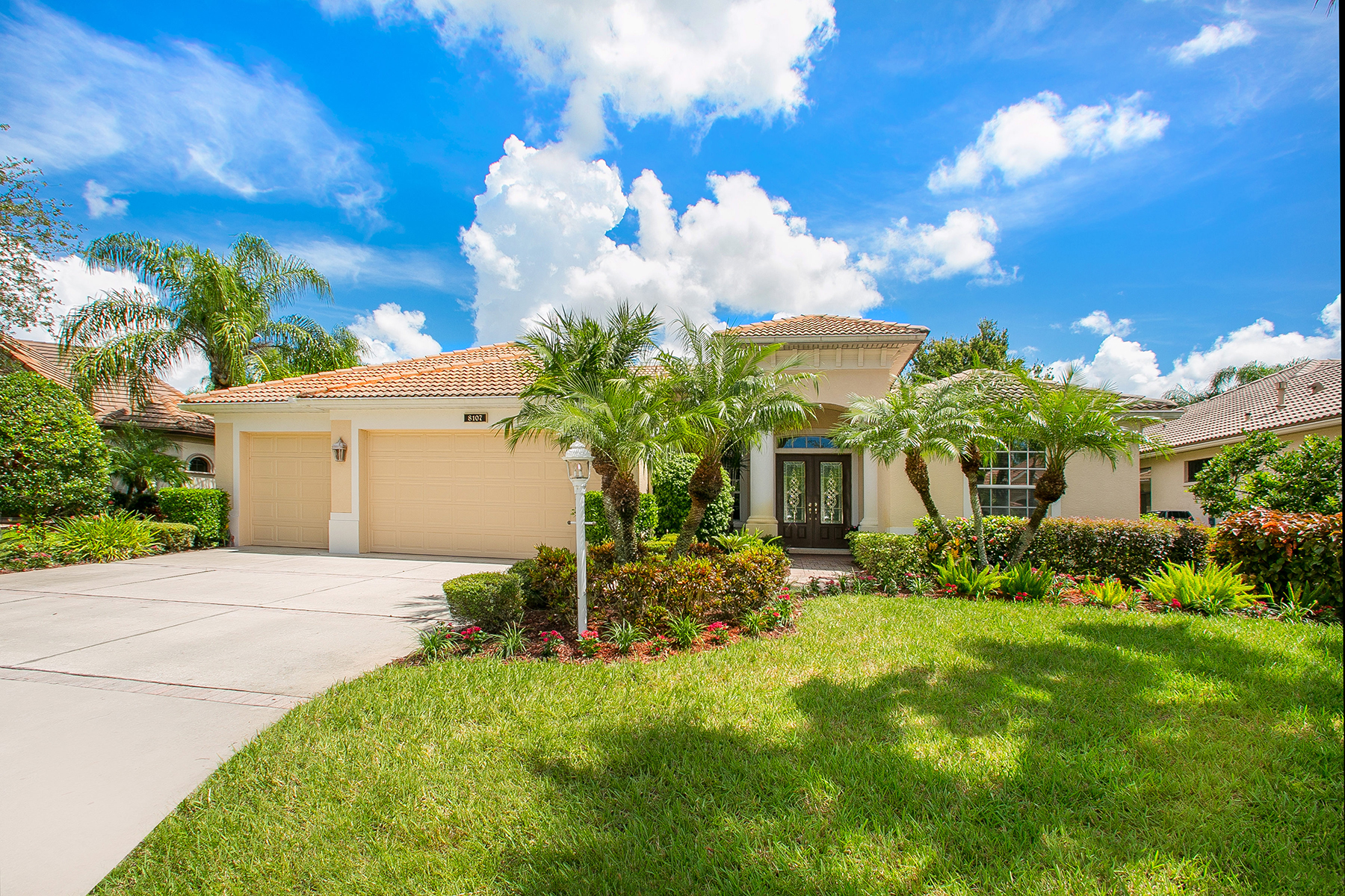 Single Family Home for Sale at LAKEWOOD RANCH COUNTRY CLUB 8107 Championship Ct Lakewood Ranch, Florida, 34202 United States