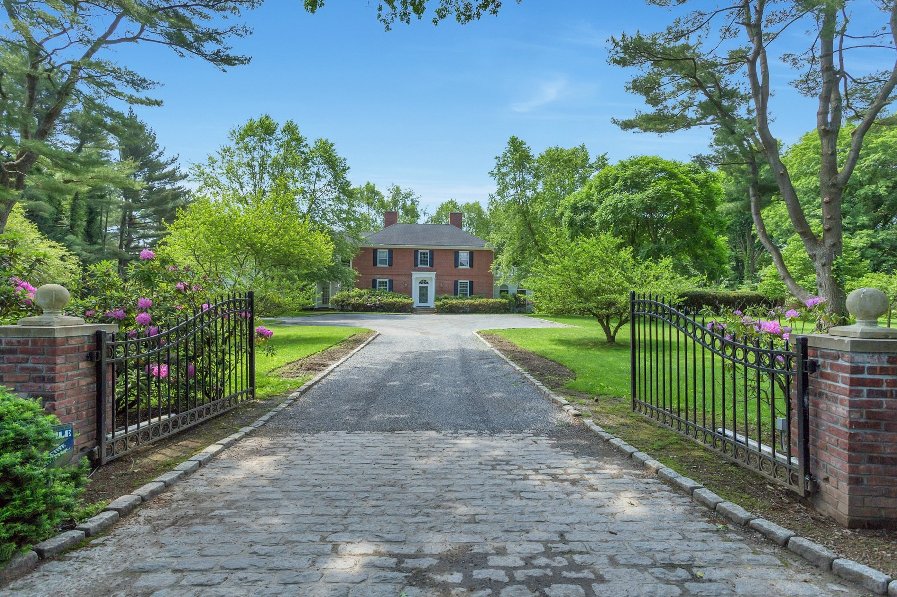 Single Family Home for Sale at Colonial Feeks Ln Mill Neck, New York, 11765 United States