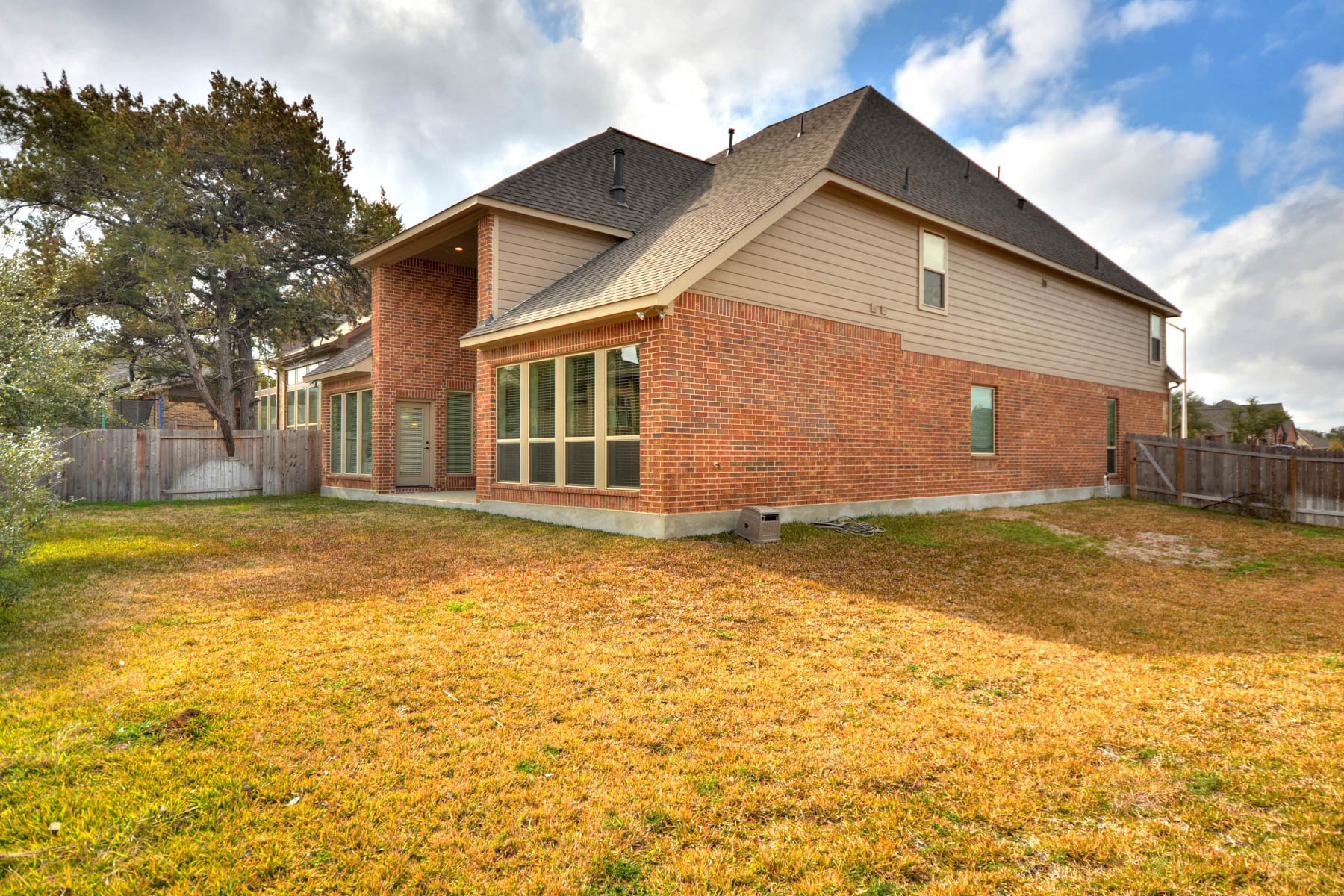 Additional photo for property listing at Beautiful 2014 Perry Home in New Braunfels 586 Oak Cascade New Braunfels, Texas 78132 United States