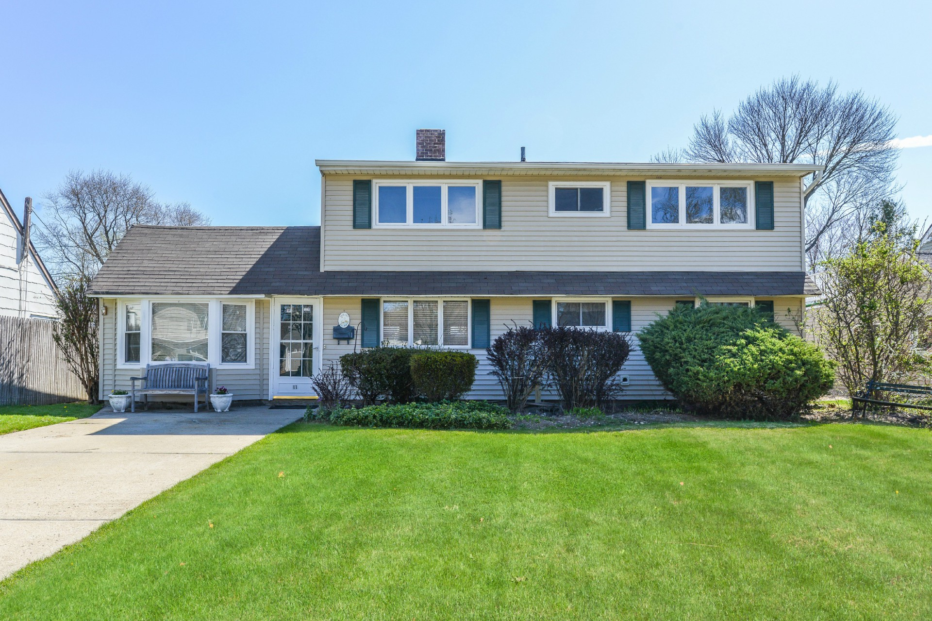Single Family Home for Sale at Colonial 11 Quiet Ln Levittown, New York, 11756 United States
