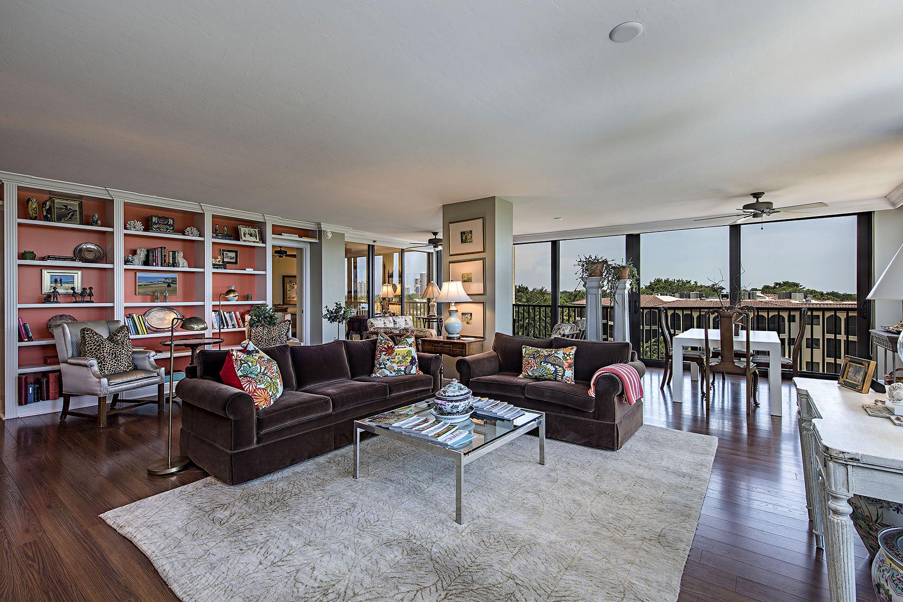 Condominio por un Venta en PELICAN BAY - CHATEAUMERE 6000 Pelican Bay Blvd C-402 Naples, Florida, 34108 Estados Unidos