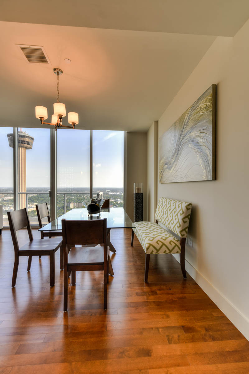 Additional photo for property listing at Spacious Condo with Unmatched Amenities 610 E Market St 3105 San Antonio, Texas 78205 Estados Unidos
