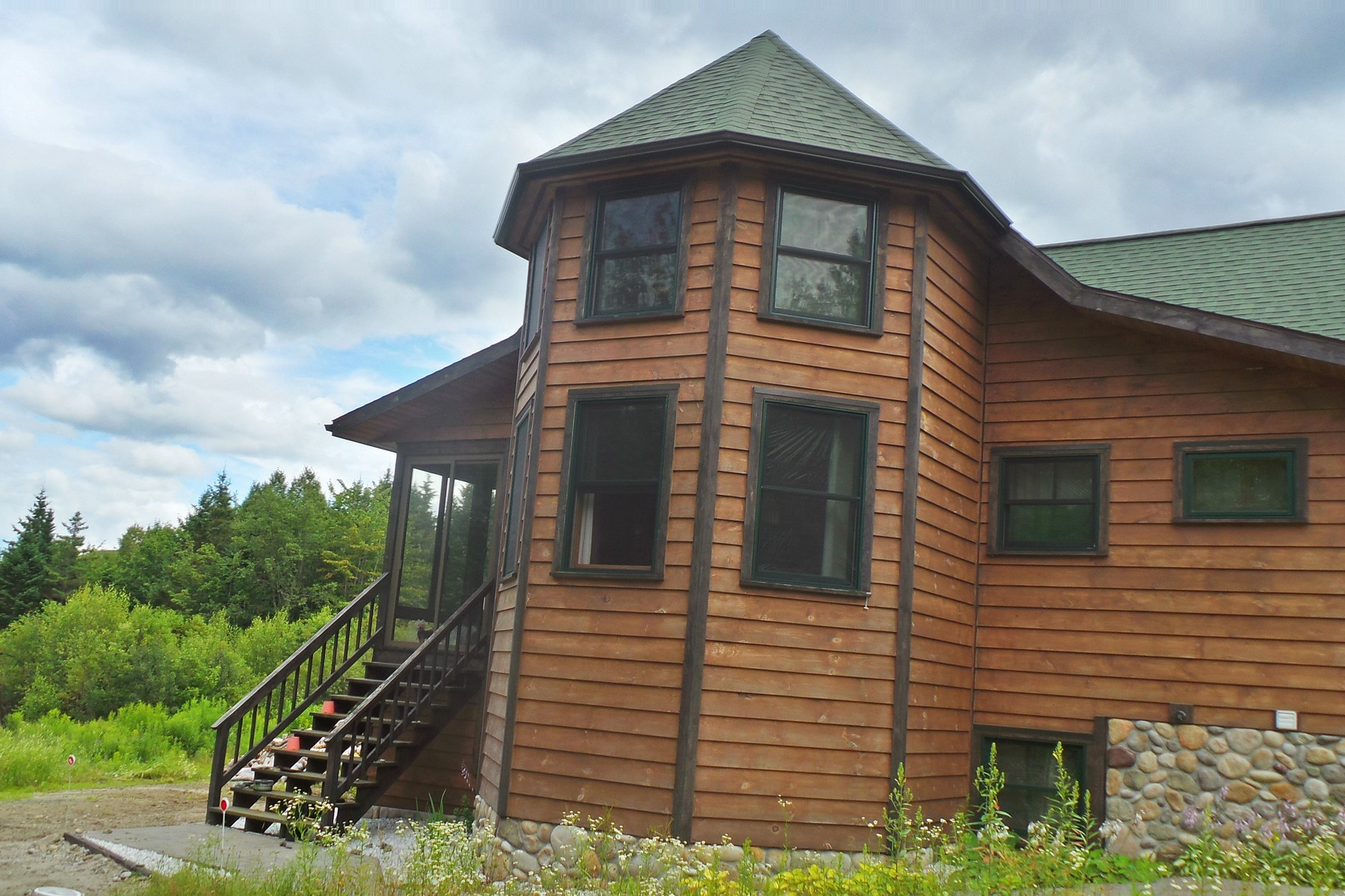 Casa Unifamiliar por un Venta en Captivating Contempory 515 Calhoun Rd Charleston, Vermont 05833 Estados Unidos