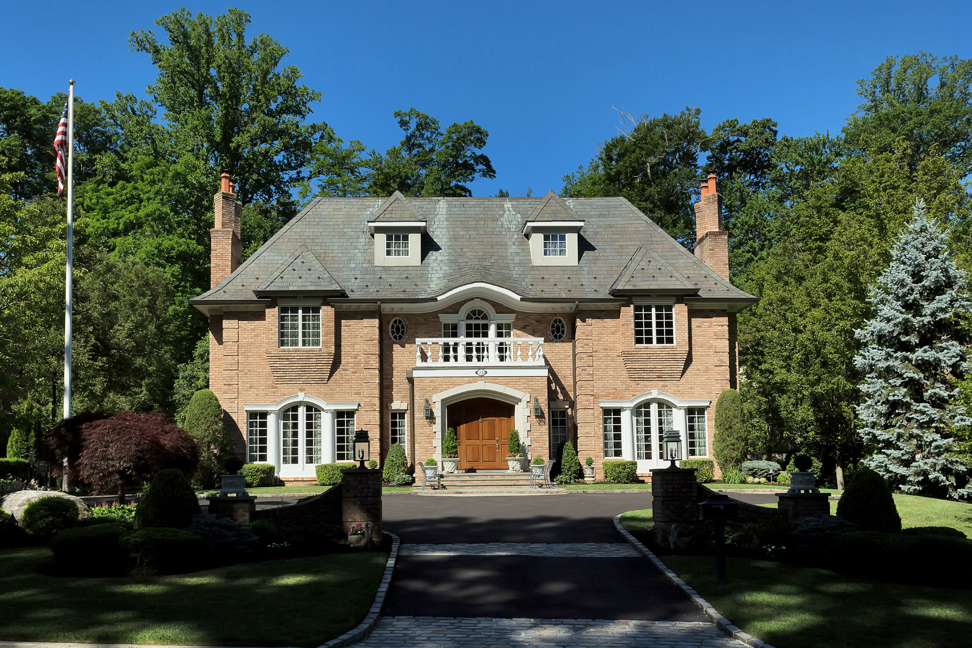 Single Family Home for Sale at Colonial 14 Walter Ln Manhasset, New York, 11030 United States