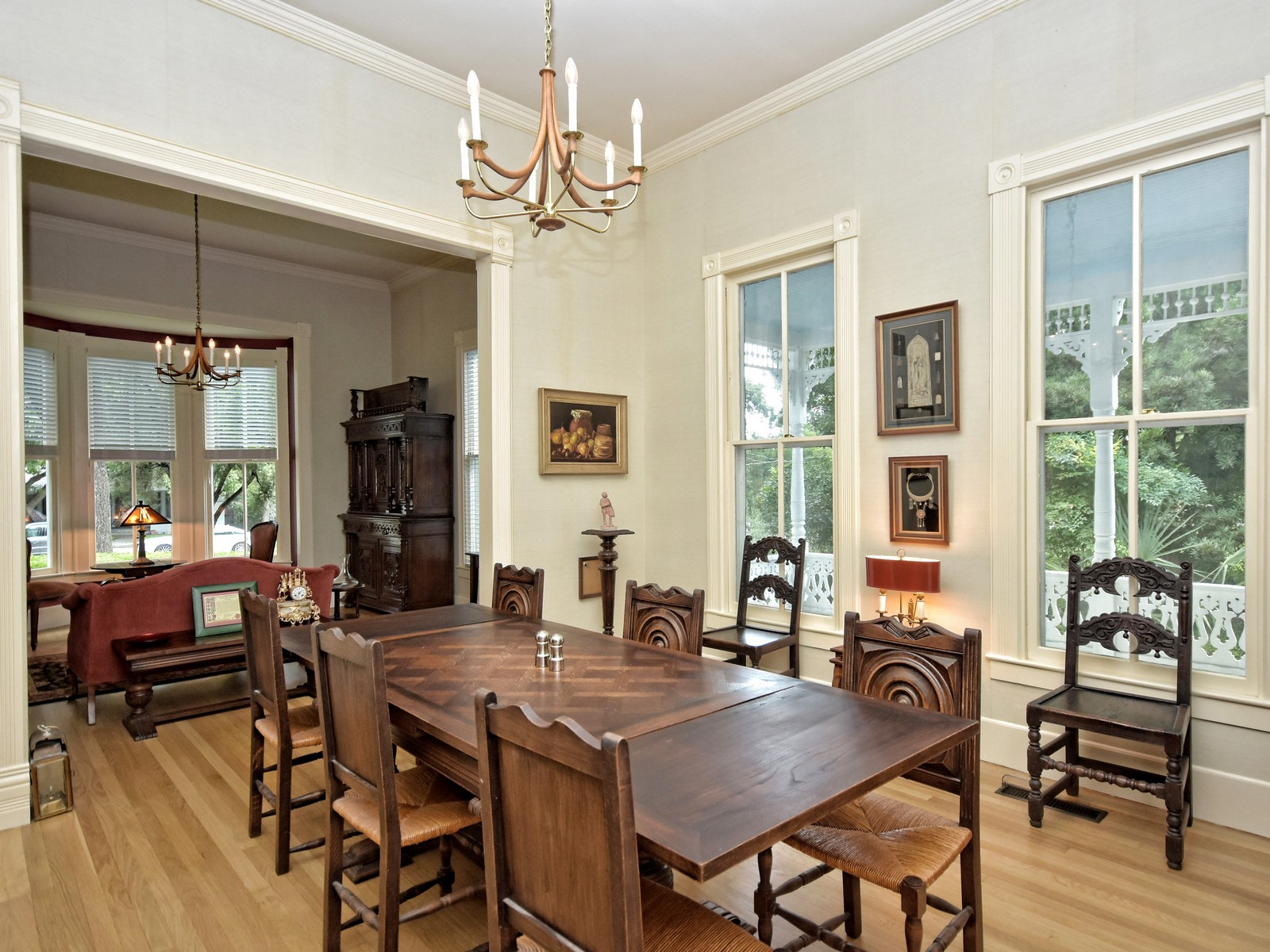Additional photo for property listing at Historic Jewel Built in 1863 581 W Coll New Braunfels, Texas 78130 Estados Unidos