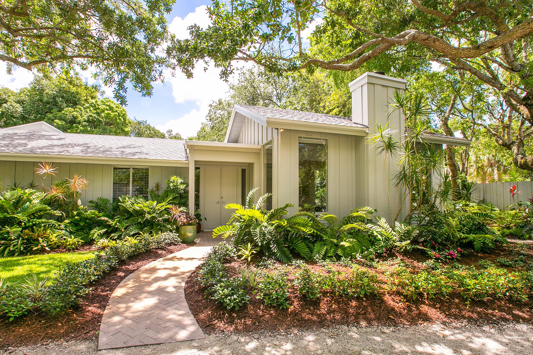 단독 가정 주택 용 매매 에 SHORELAND WOODS 3347 Old Oak Dr Sarasota, 플로리다 34239 미국