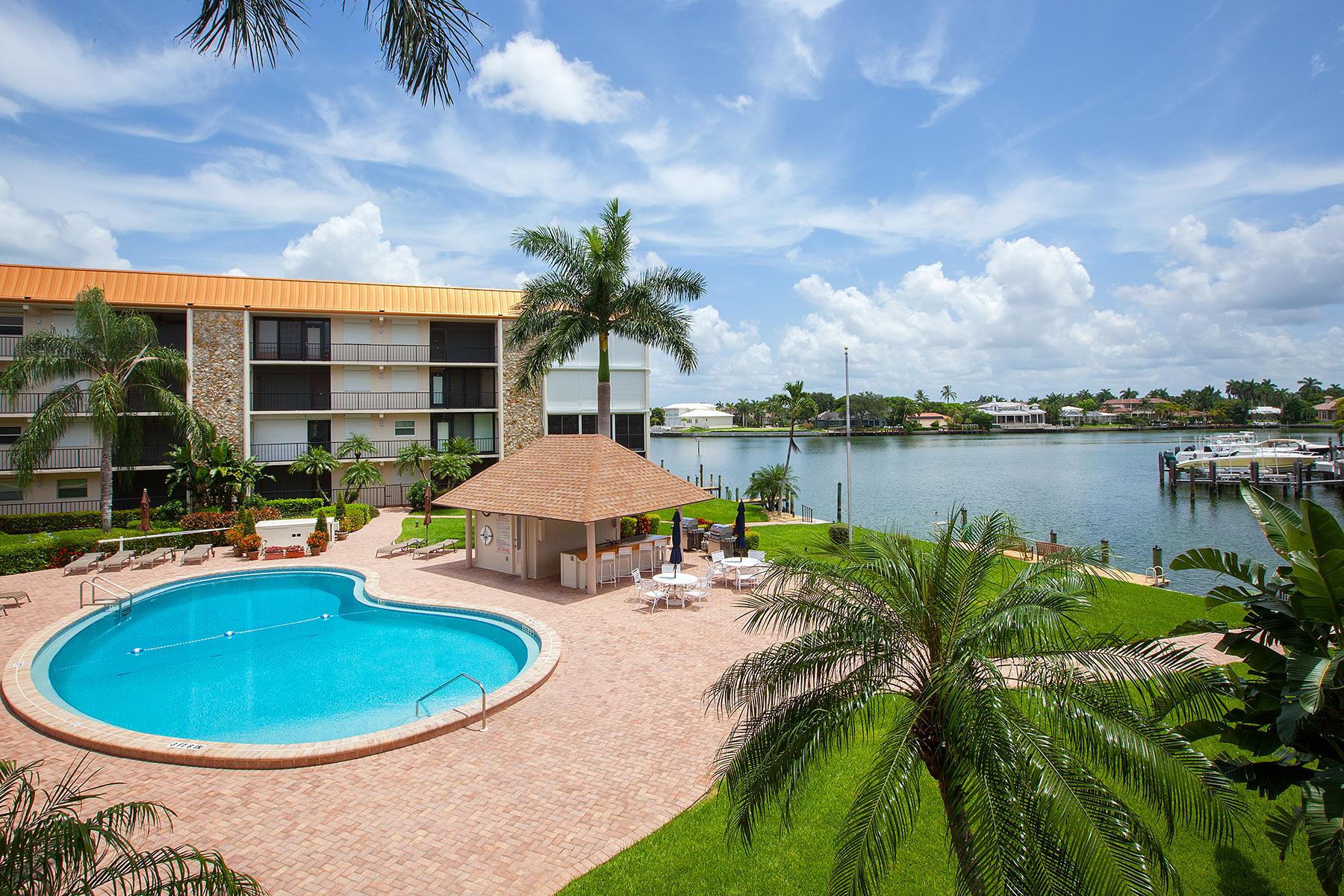 共管式独立产权公寓 为 销售 在 MOORINGS - BORDEAUX CLUB 2900 Gulf Shore Blvd N 216 那不勒斯, 佛罗里达州, 34103 美国