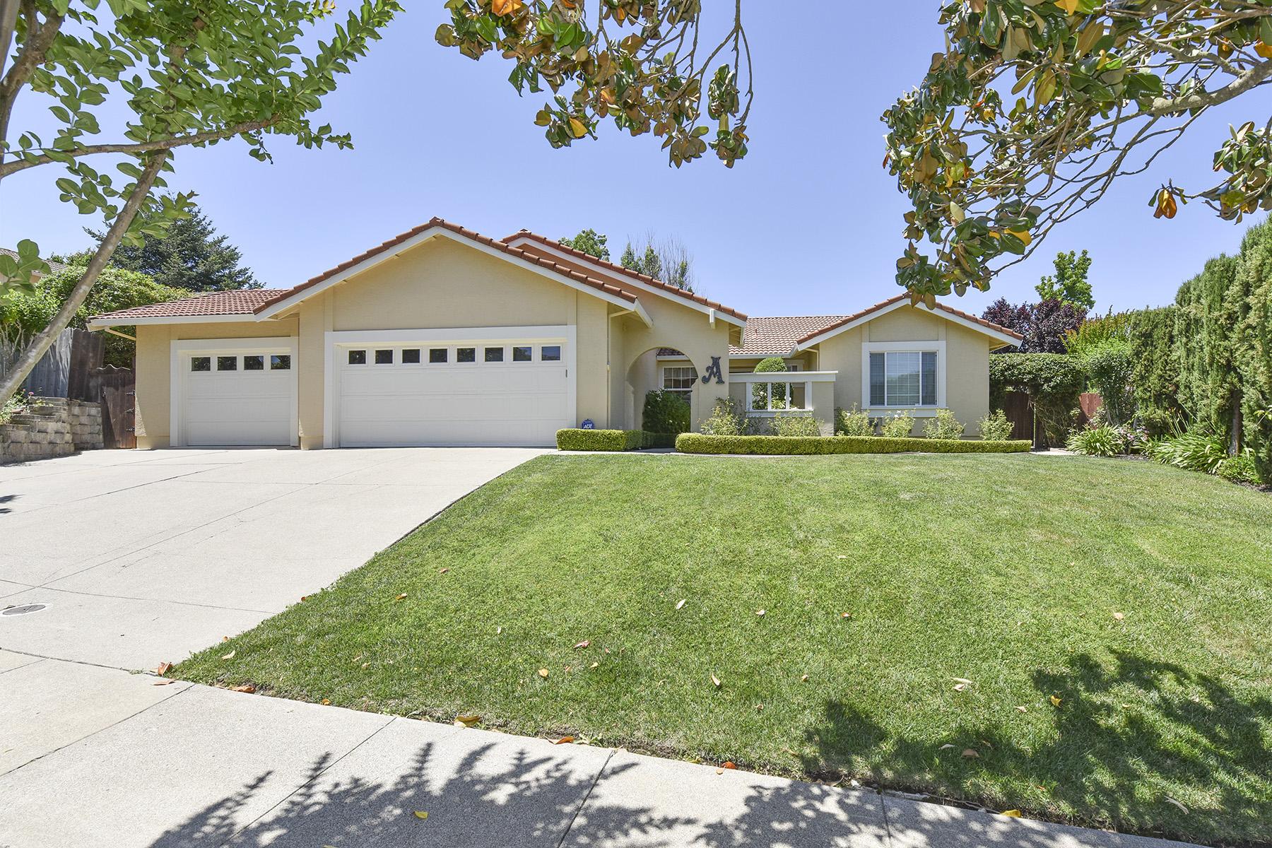 Casa Unifamiliar por un Venta en 18 Miwok Ct, Napa, CA 94558 18 Miwok Ct Napa, California, 94558 Estados Unidos