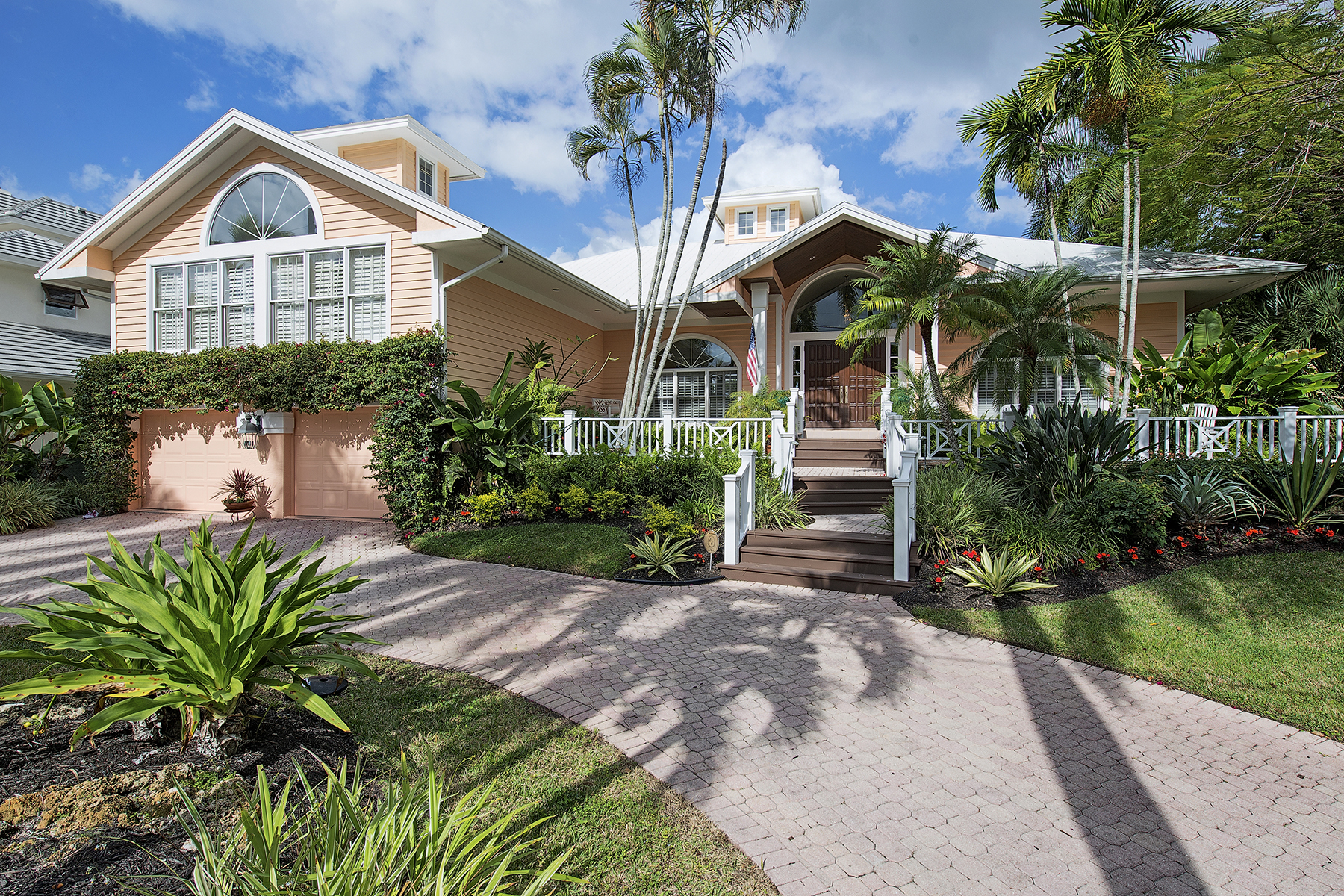 Villa per Vendita alle ore AQUALANE SHORES 719 17th Ave S Naples, Florida 34102 Stati Uniti