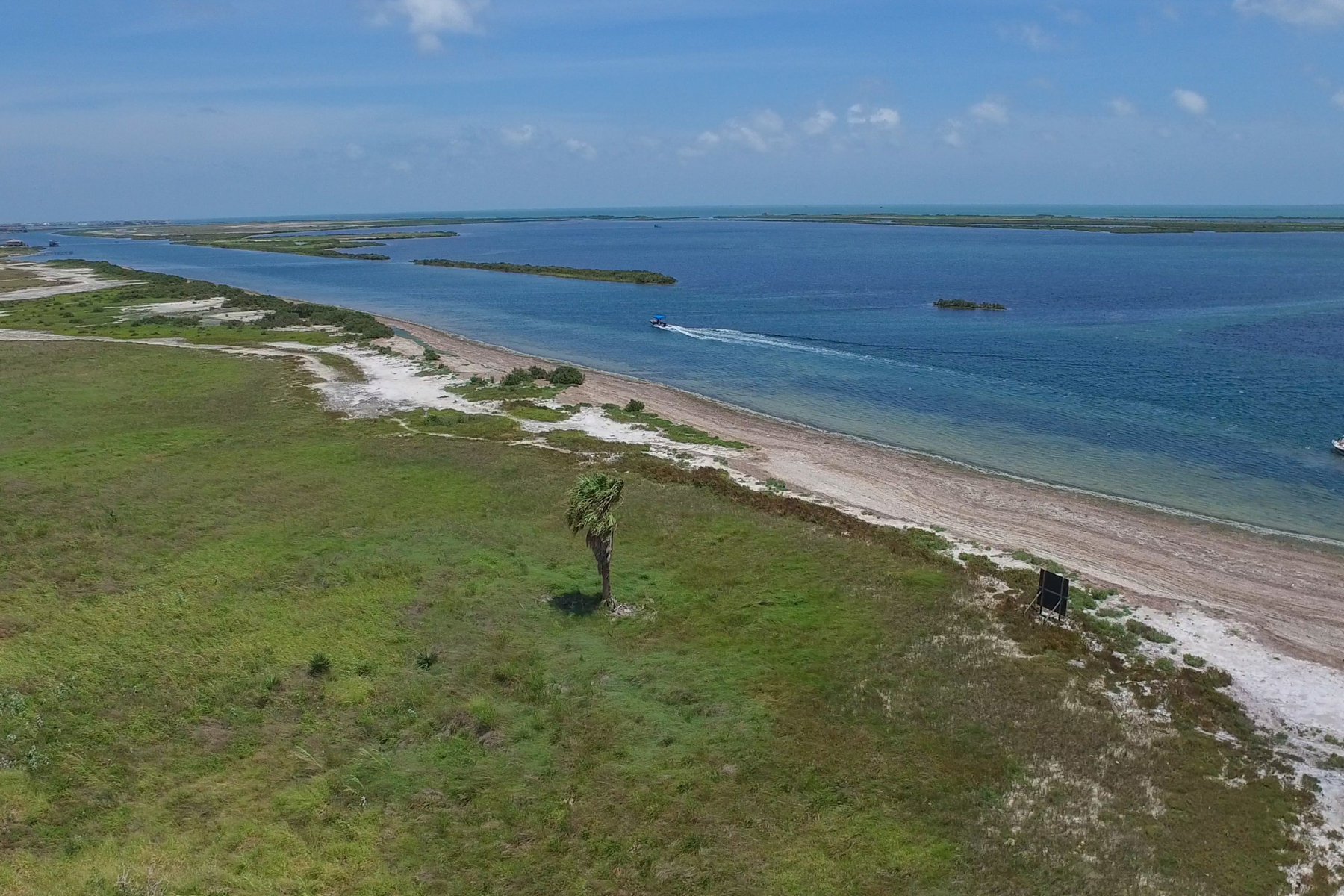 Comercial por un Venta en Passport Shores - 55 Acres in Rockport 3632 S Hwy 35 Rockport, Texas 78382 Estados Unidos