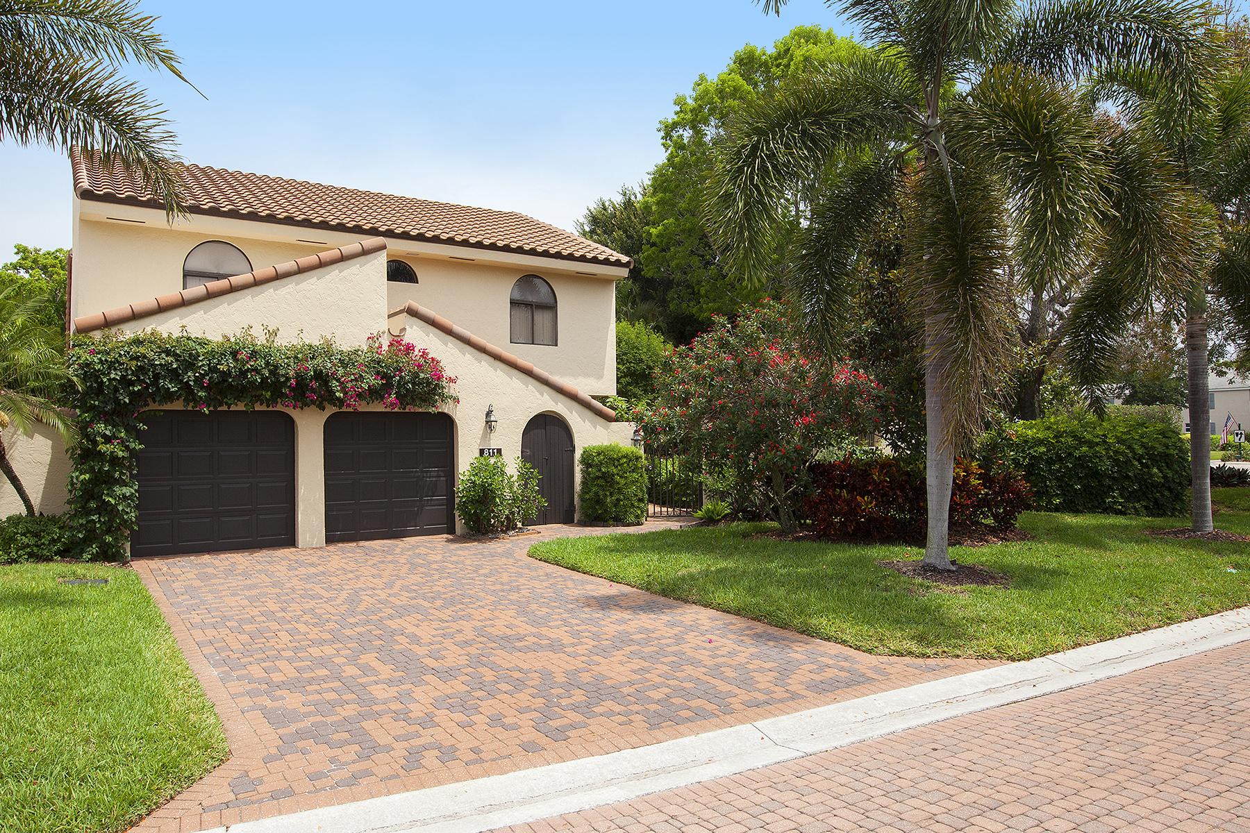 Maison accolée pour l Vente à Sand Pointe 811 Sand Pointe Dr 4.6 Pelican Bay, Naples, Florida, 34108 États-Unis