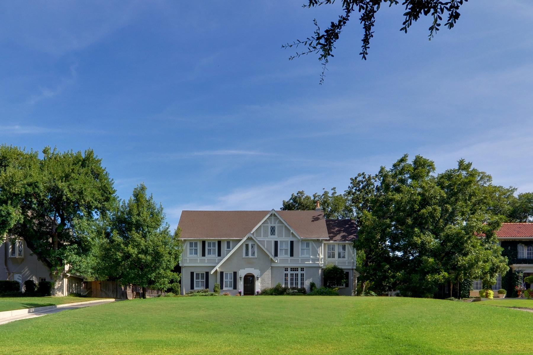 Einfamilienhaus für Verkauf beim Sophisticated Terrell Hills Home 117 Geneseo Rd San Antonio, Texas 78209 Vereinigte Staaten