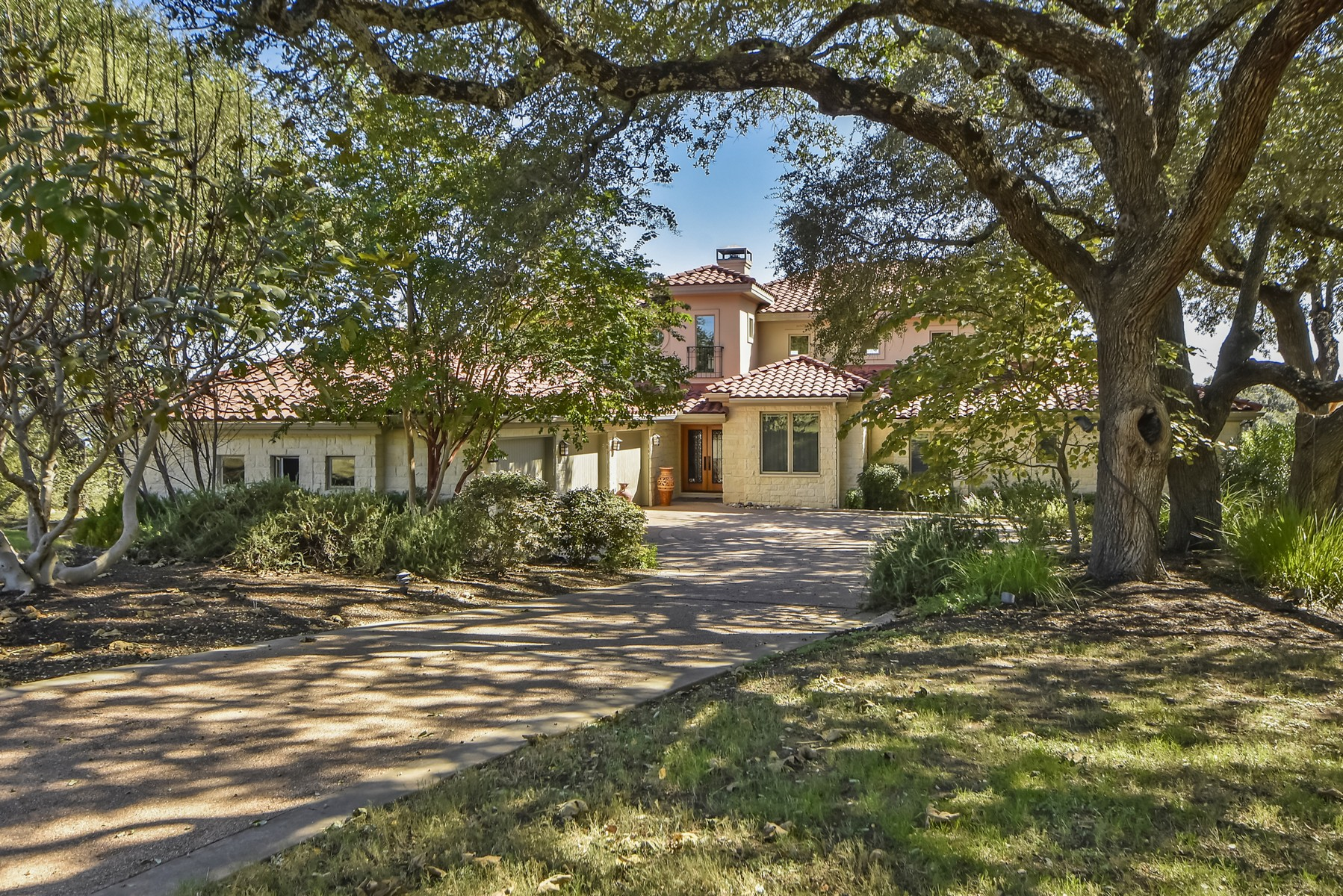 Maison unifamiliale pour l Vente à Lake Travis Oasis 27512 Waterfall Hill Pkwy Spicewood, Texas, 78669 États-Unis