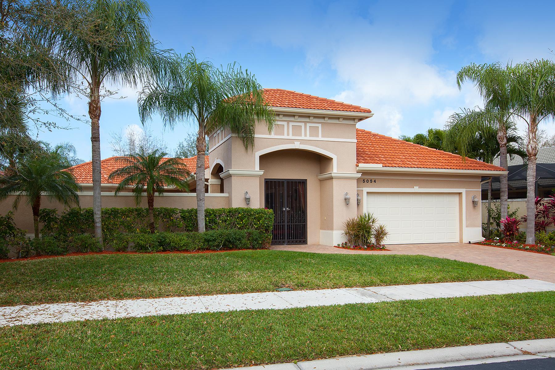 Casa Unifamiliar por un Venta en BANYAN WOODS 5054 Rustic Oaks Cir Naples, Florida, 34105 Estados Unidos