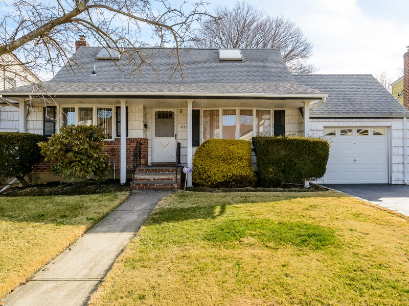 Single Family Home for Sale at Cape 1045 Barrie Ave Wantagh, New York 11793 United States