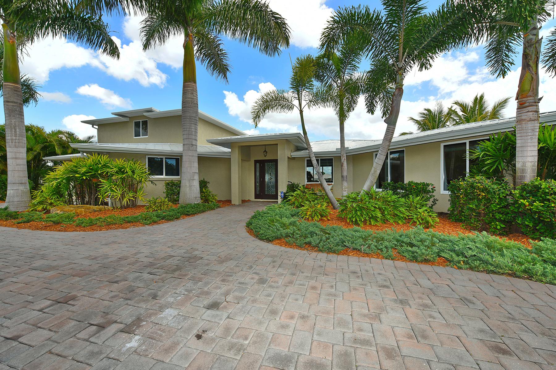Maison unifamiliale pour l Vente à SORRENTO SHORES 108 Tina Island Dr Osprey, Florida 34229 États-Unis