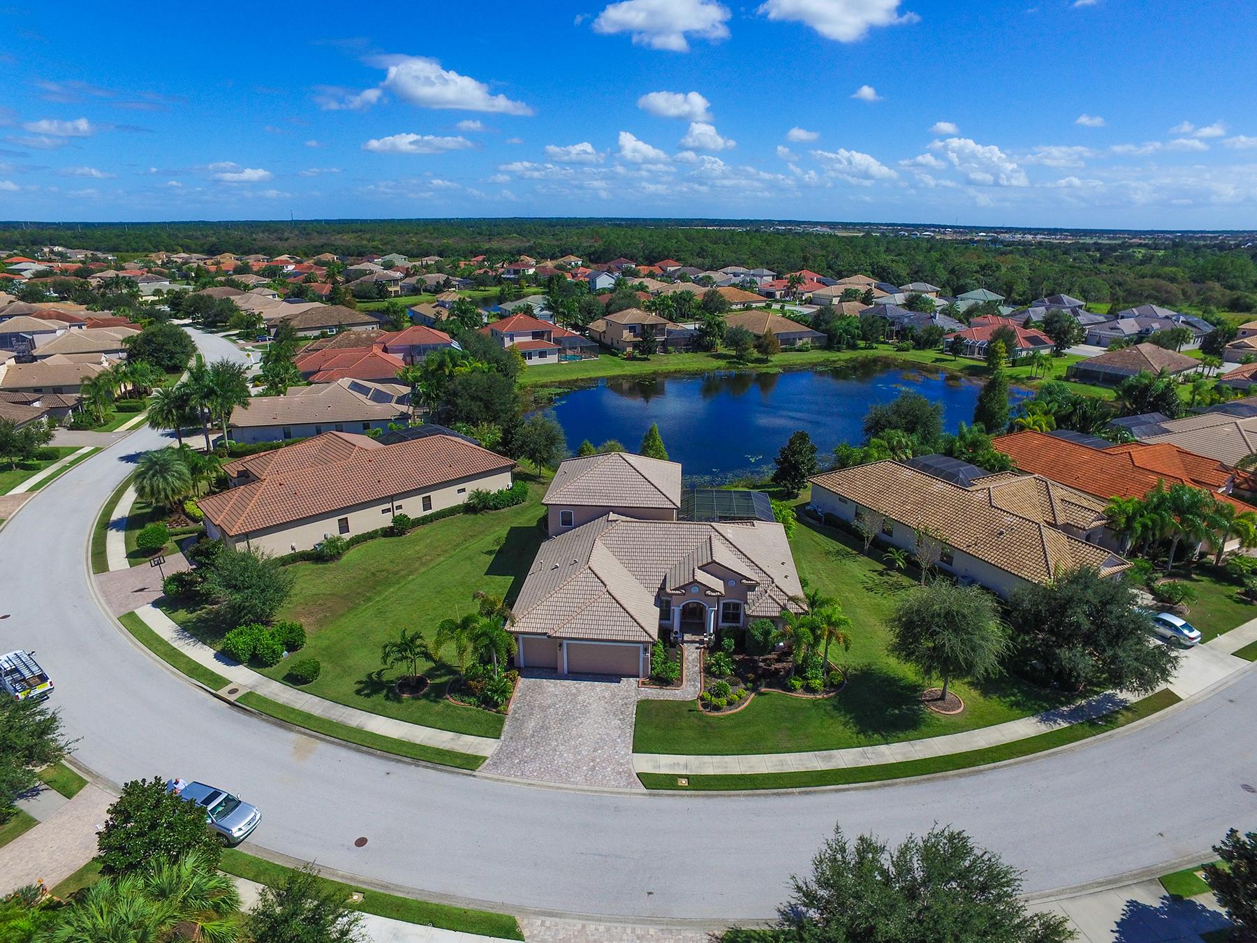 Nhà ở một gia đình vì Bán tại GREENBROOK VILLAGE 14738 Bowfin Terr Lakewood Ranch, Florida, 34202 Hoa Kỳ