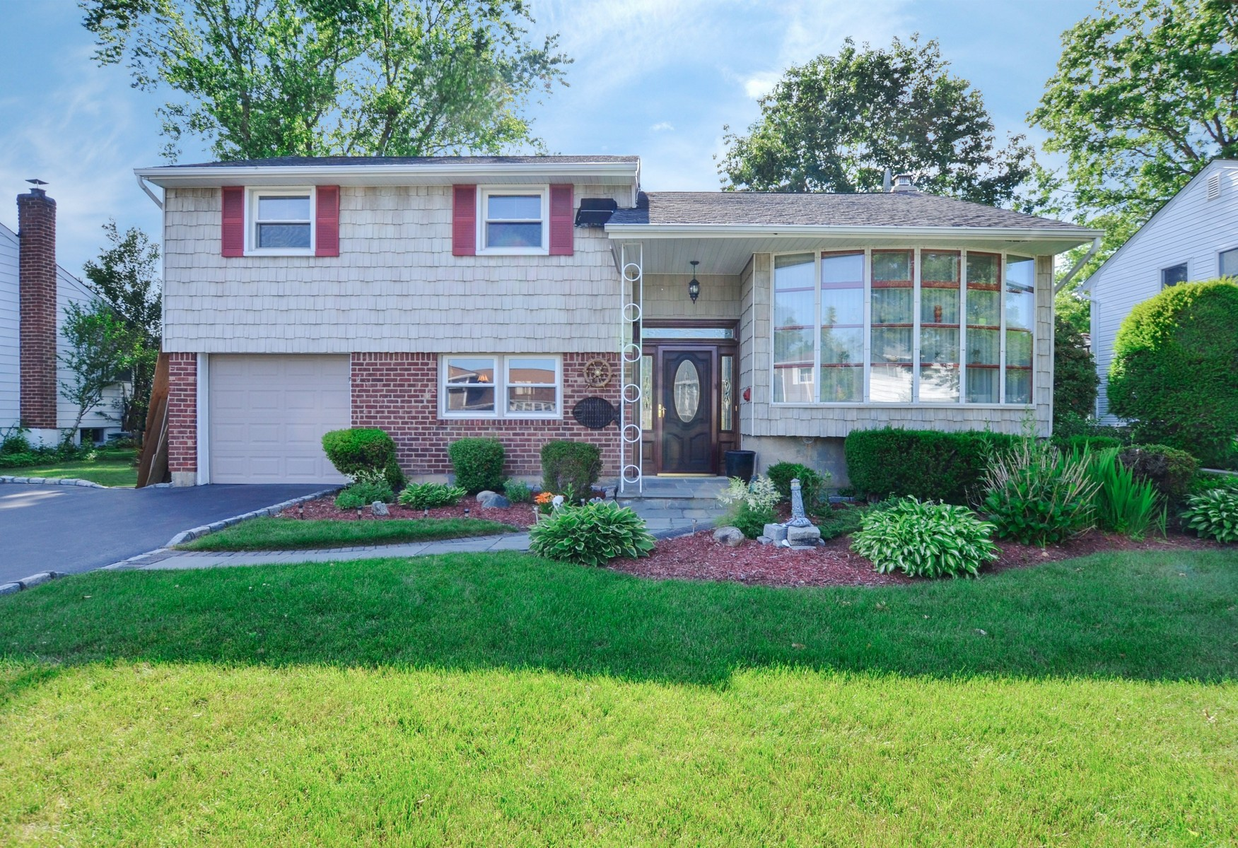 Single Family Home for Sale at Split 27 Roberta Ln Syosset, New York, 11791 United States