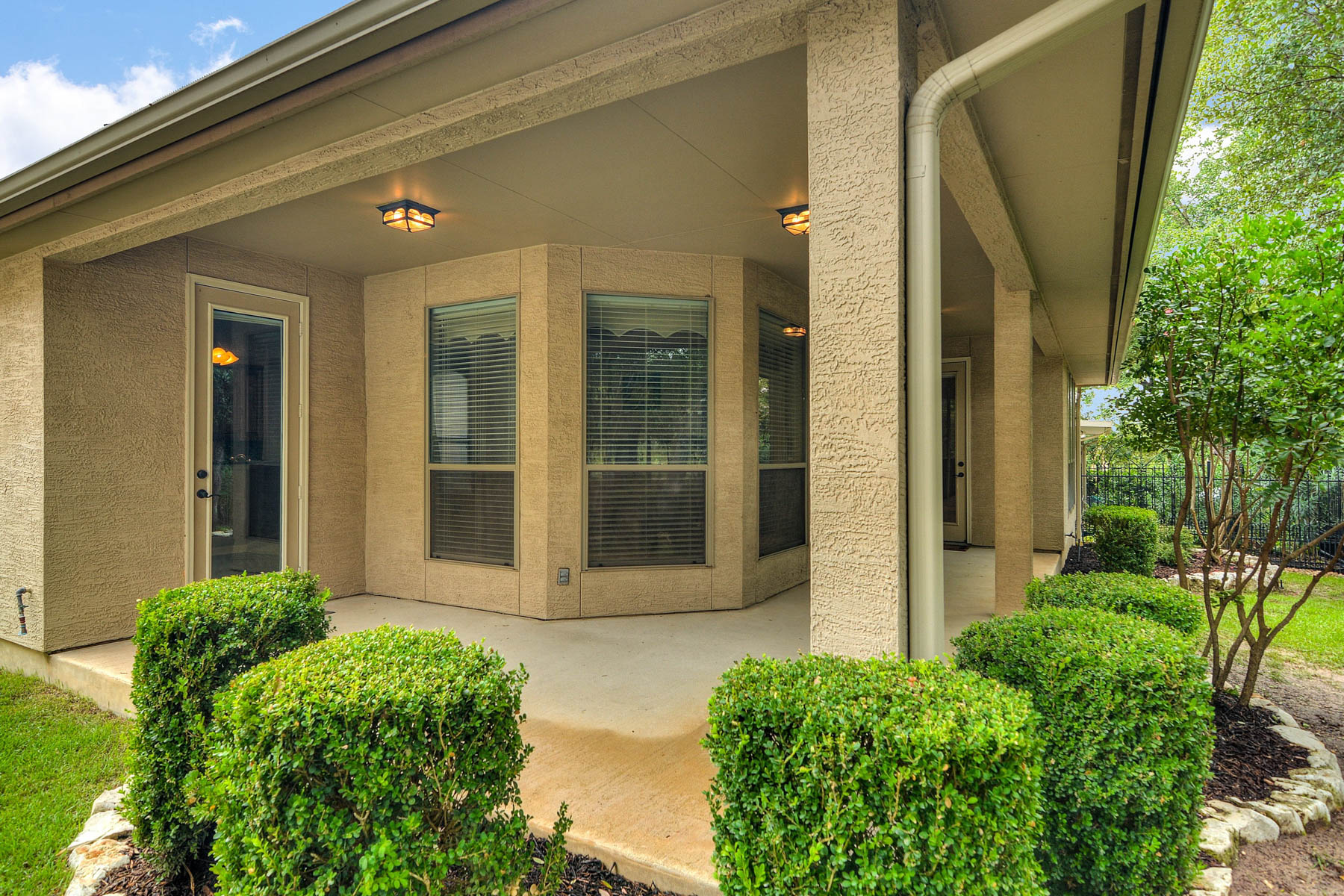 Additional photo for property listing at Garden Home on Greenbelt in Gated Community 199 Roseheart San Antonio, Texas 78259 Estados Unidos