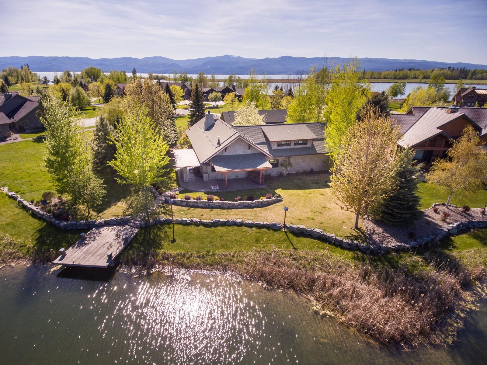 Частный односемейный дом для того Продажа на Harbor Village 309 Canal St Bigfork, Монтана, 59911 Соединенные Штаты