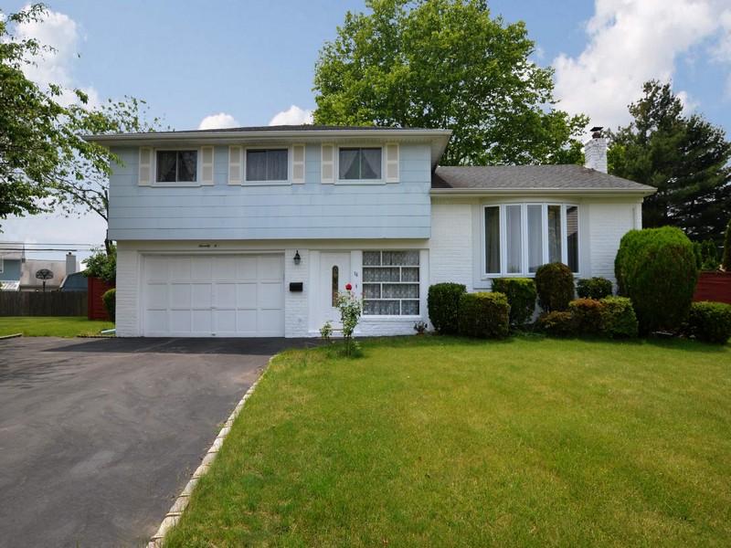 Einfamilienhaus für Verkauf beim Split 76 Wicks Ct Hicksville, New York 11801 Vereinigte Staaten