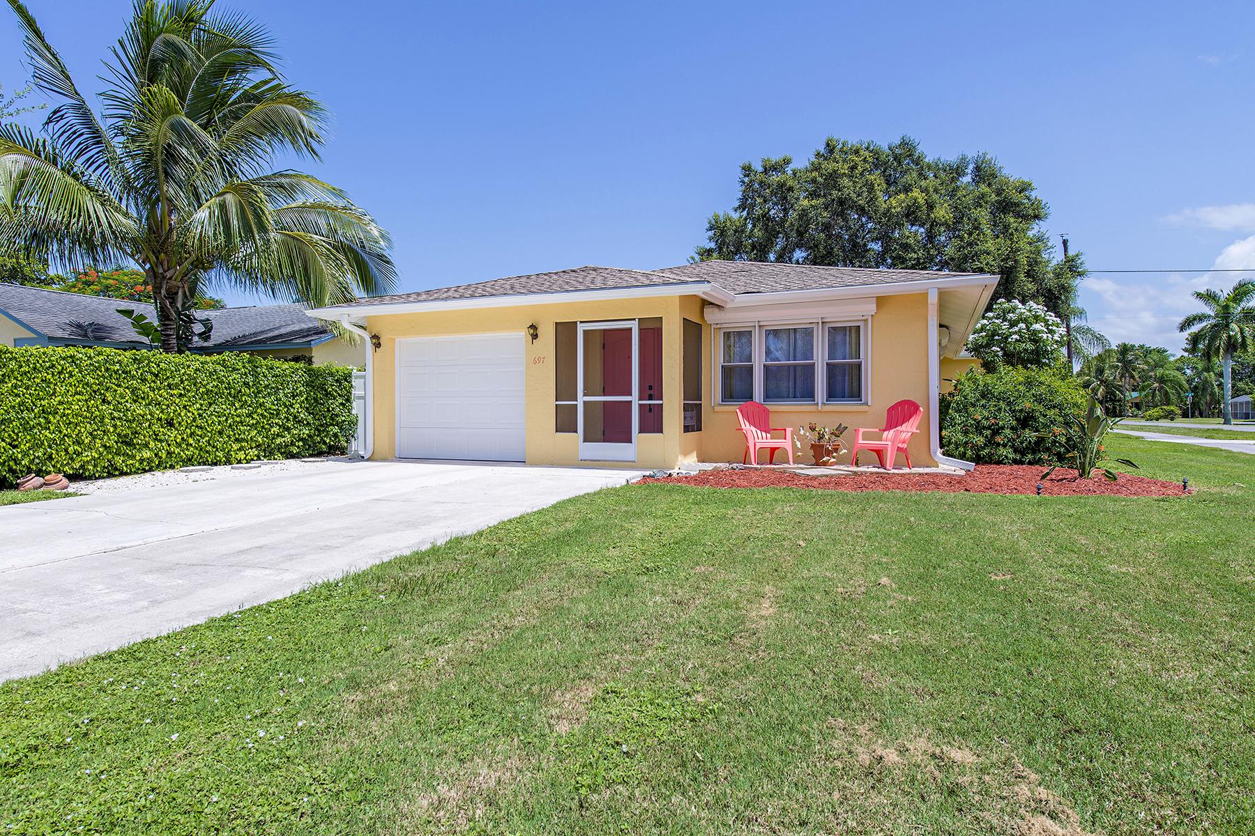 独户住宅 为 销售 在 NAPLES PARK 697 93rd Ave N Naples, 佛罗里达州 34108 美国