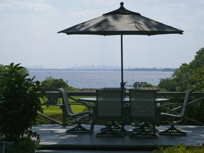 Villa per Vendita alle ore Contemporary 181 Cedar Knoll Rd Sands Point, New York, 11050 Stati Uniti