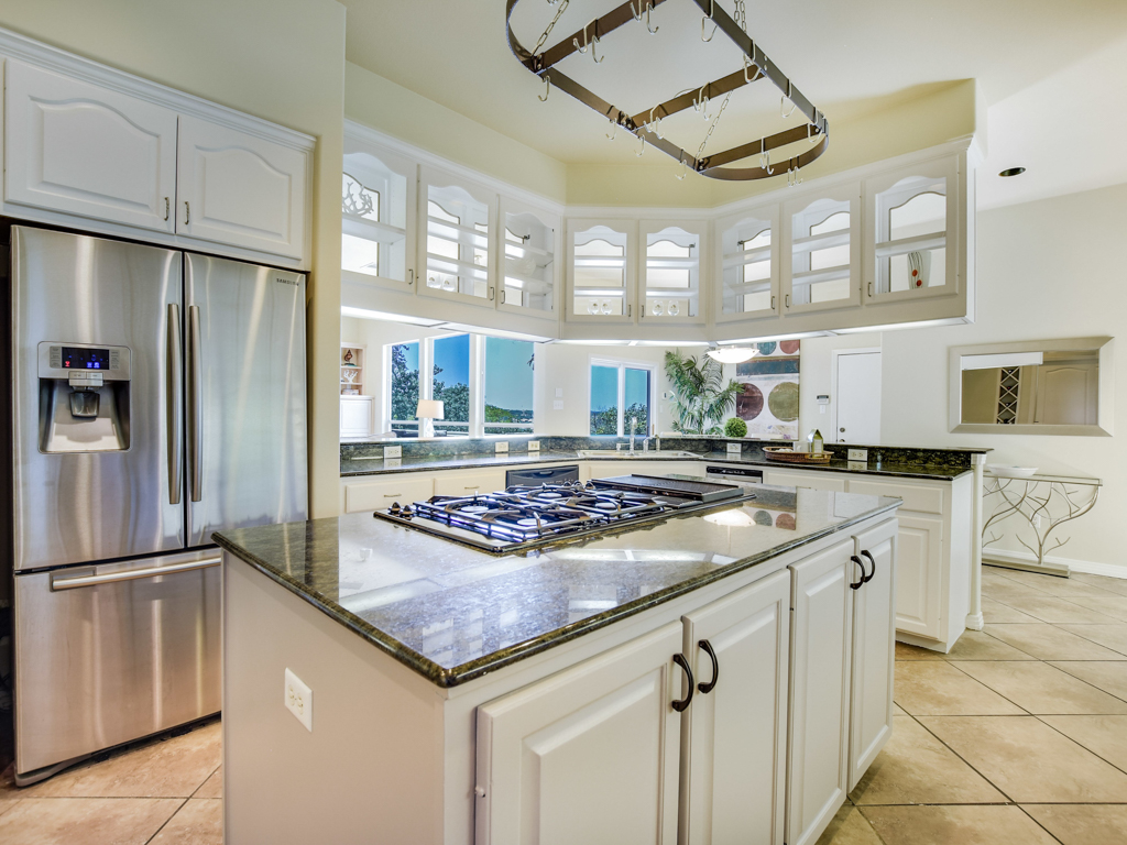 Additional photo for property listing at Unique custom home with Lake Travis views 418 Morning Cloud St Lakeway, Texas 78734 Estados Unidos