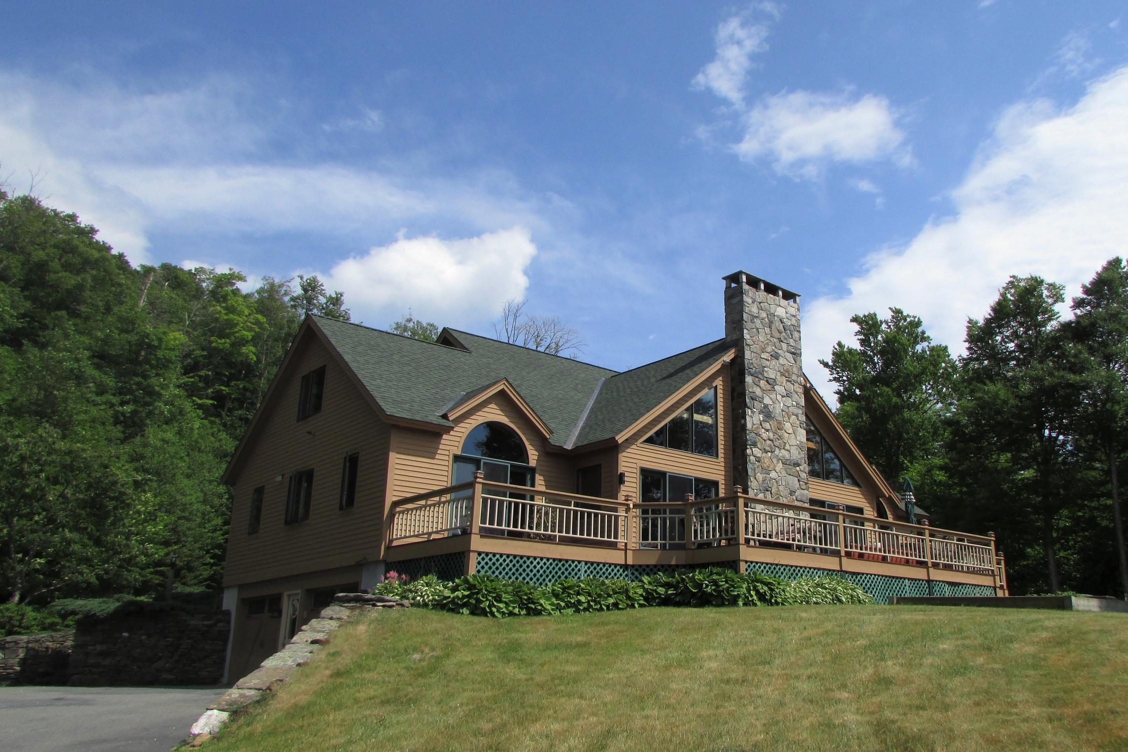 Maison unifamiliale pour l Vente à Phenomenal Mountain Views 56 Sugar House Rd Dover, Vermont, 05356 États-Unis