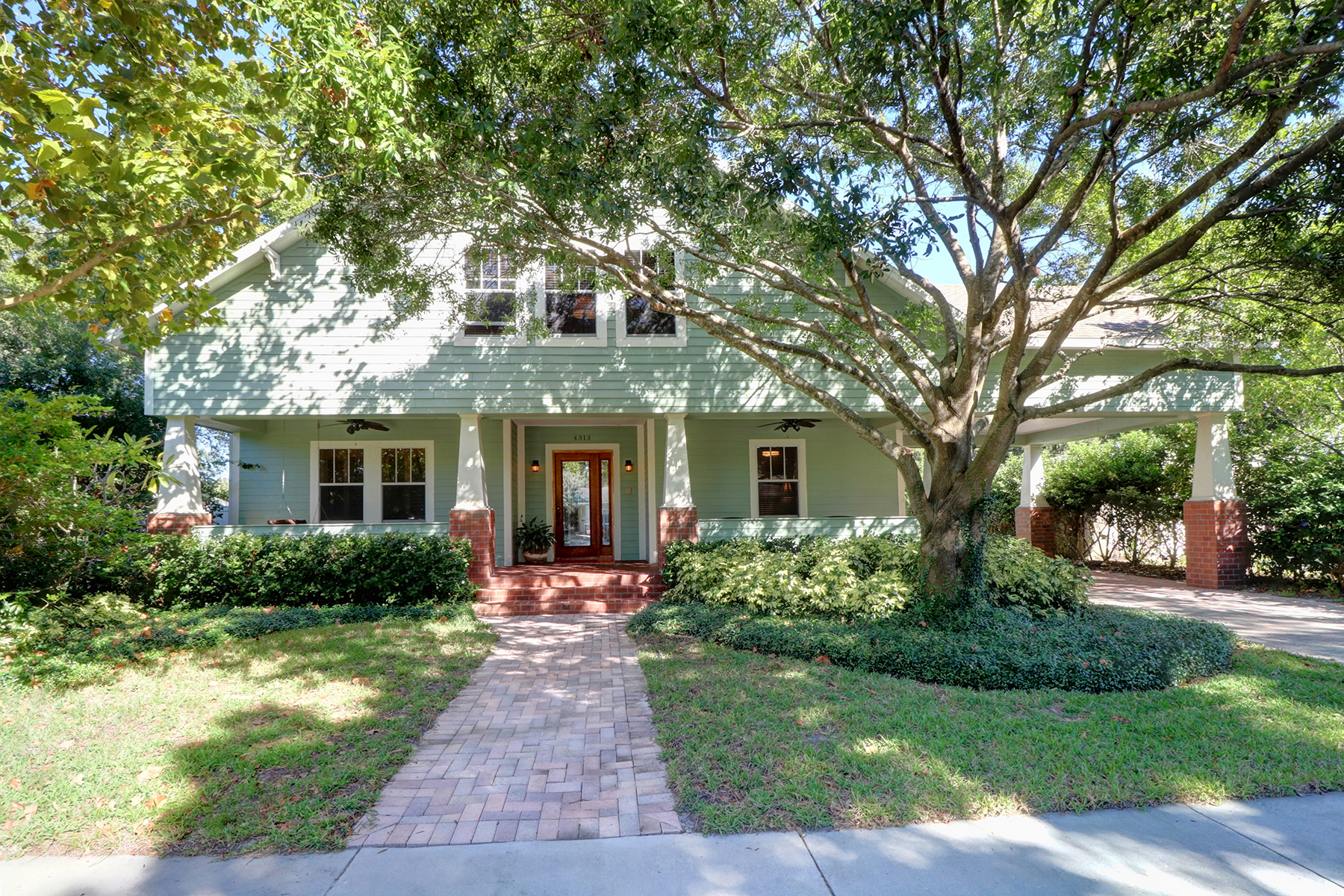 独户住宅 为 销售 在 SOUTH TAMPA 4313 W Granada St 坦帕市, 佛罗里达州, 33629 美国
