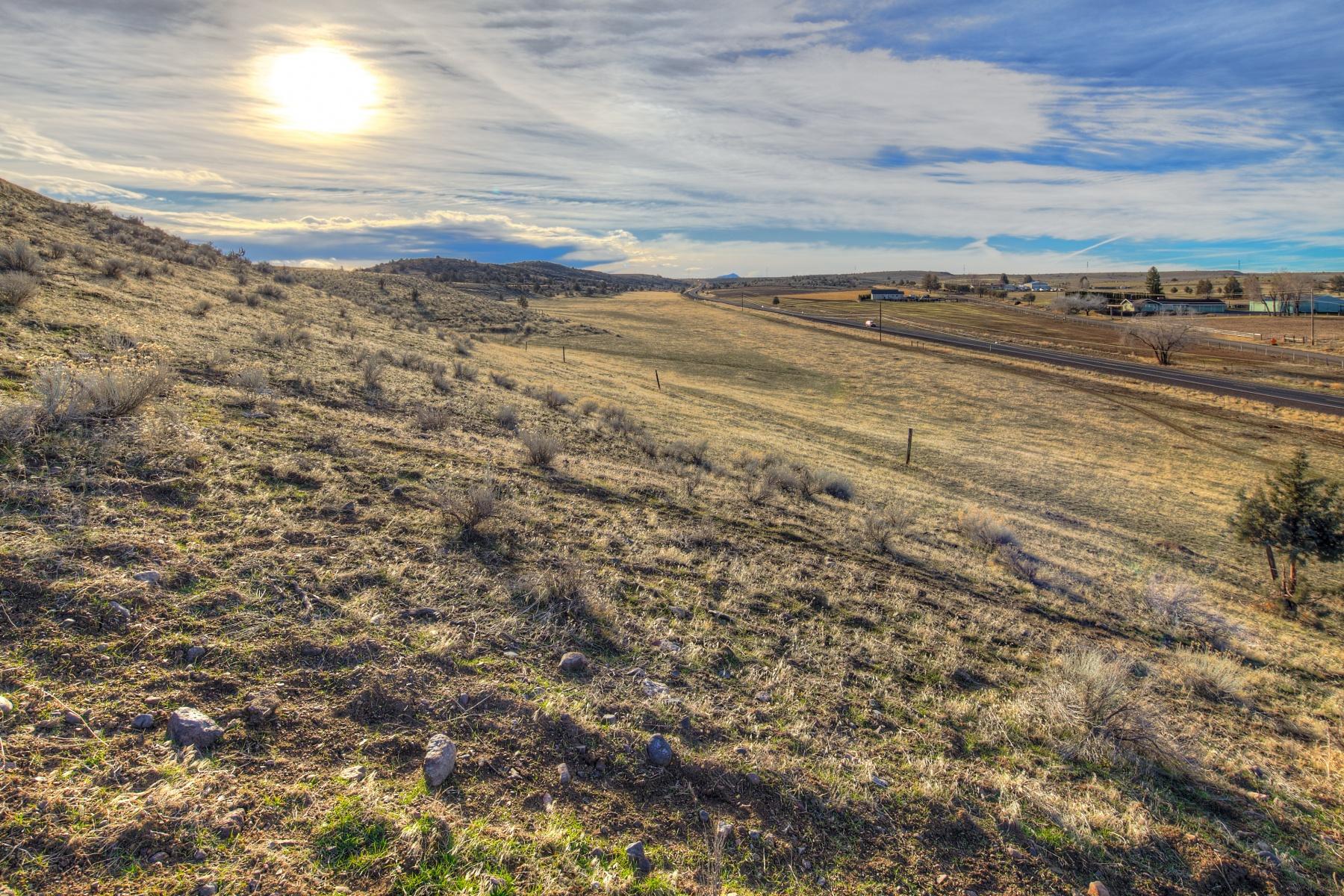 独户住宅 为 销售 在 Endless Views, Endless Possibilities 3307 S Adams Dr 马德拉斯棉布, 俄勒冈州, 97741 美国