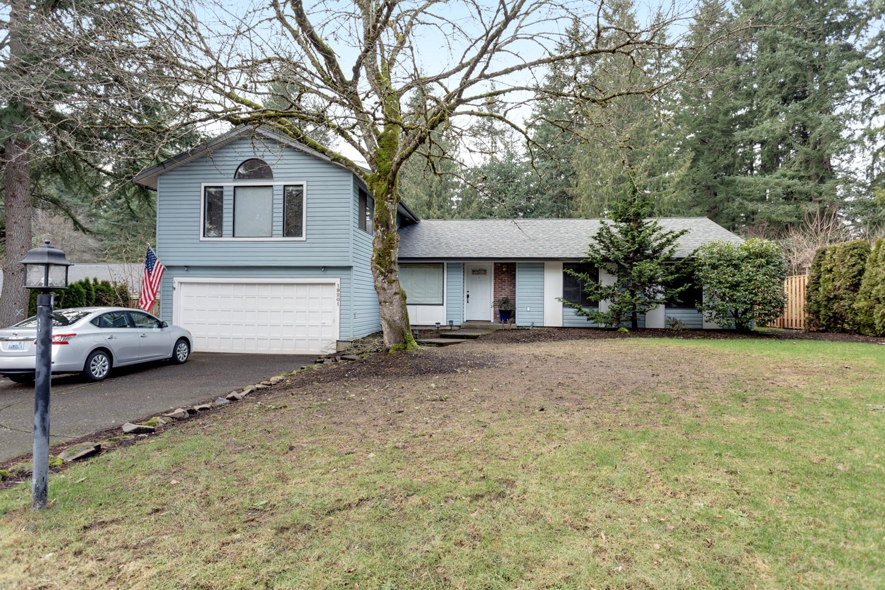 独户住宅 为 销售 在 19201 REDWING CT, LAKE OSWEGO 奥斯威尔湖, 俄勒冈州, 97035 美国