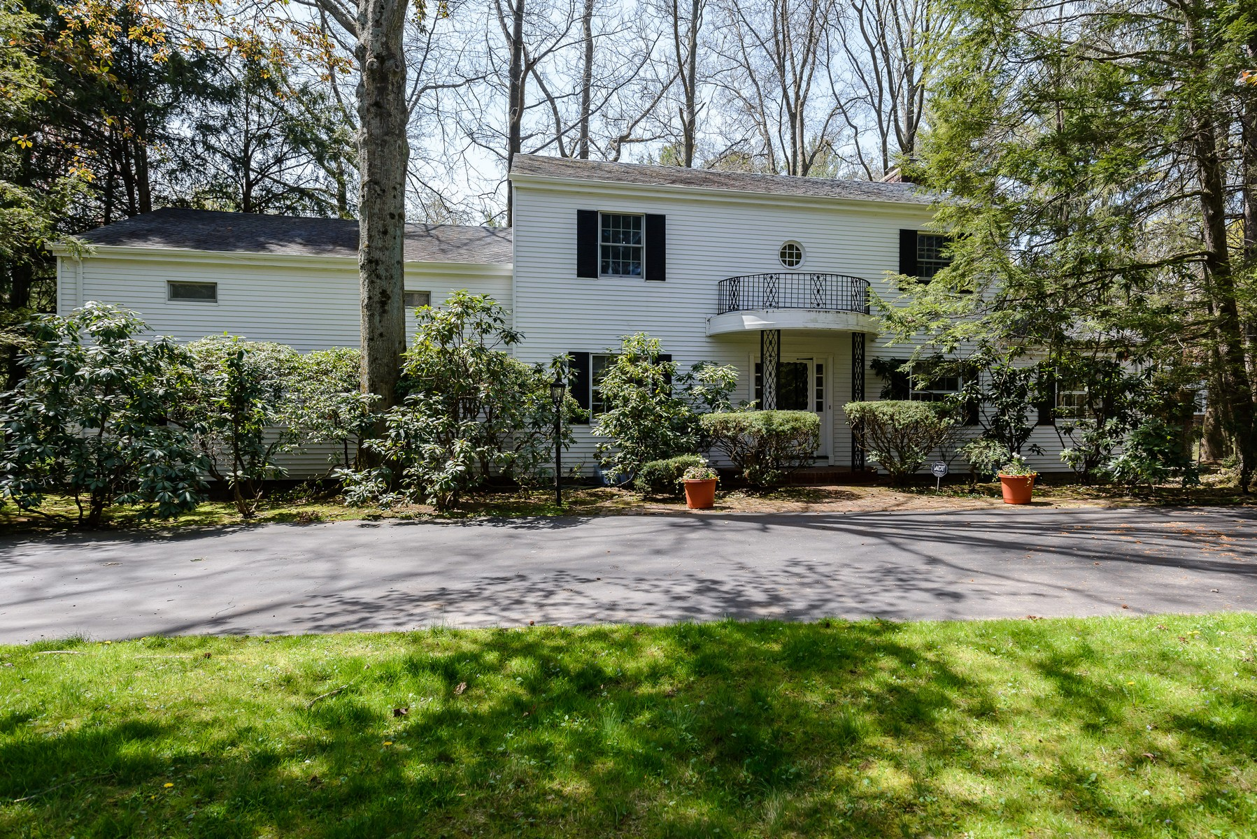 Single Family Home for Sale at Colonial 1 Tibbits Ln Sands Point, New York, 11050 United States