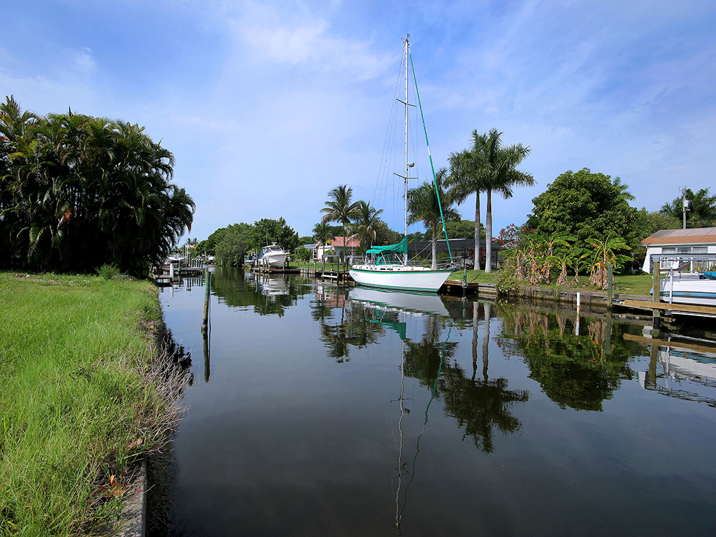 sales property at CAPE CORAL